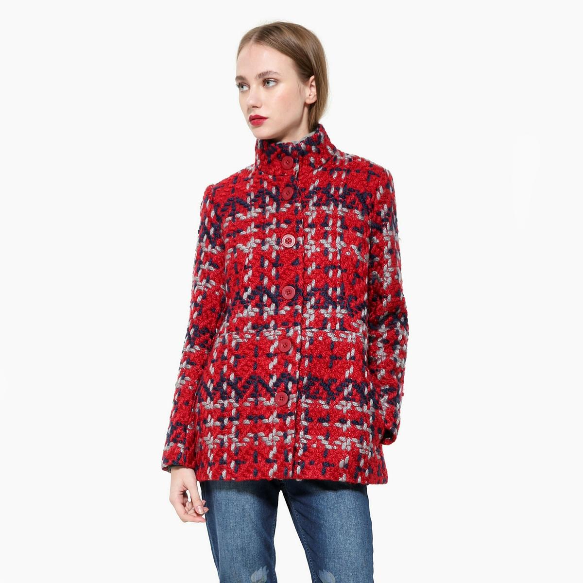 Пальто в клетку средней длиныОписание:В связи с понижением температур, хорошей идеей будет выбор этого пальто в клеткуDESIGUAL из смесовой шерсти. Высокий воротник. Планка застежки на пуговицы спереди.Детали •  Длина : средняя •  Воротник-стойка •  Рисунок в клетку • Застежка на пуговицыСостав и уход •  23% шерсти, 2% полиамида, 75% полиэстера •  Следуйте рекомендациям по уходу, указанным на этикетке изделия<br><br>Цвет: красный<br>Размер: 40 (FR) - 46 (RUS).36 (FR) - 42 (RUS)