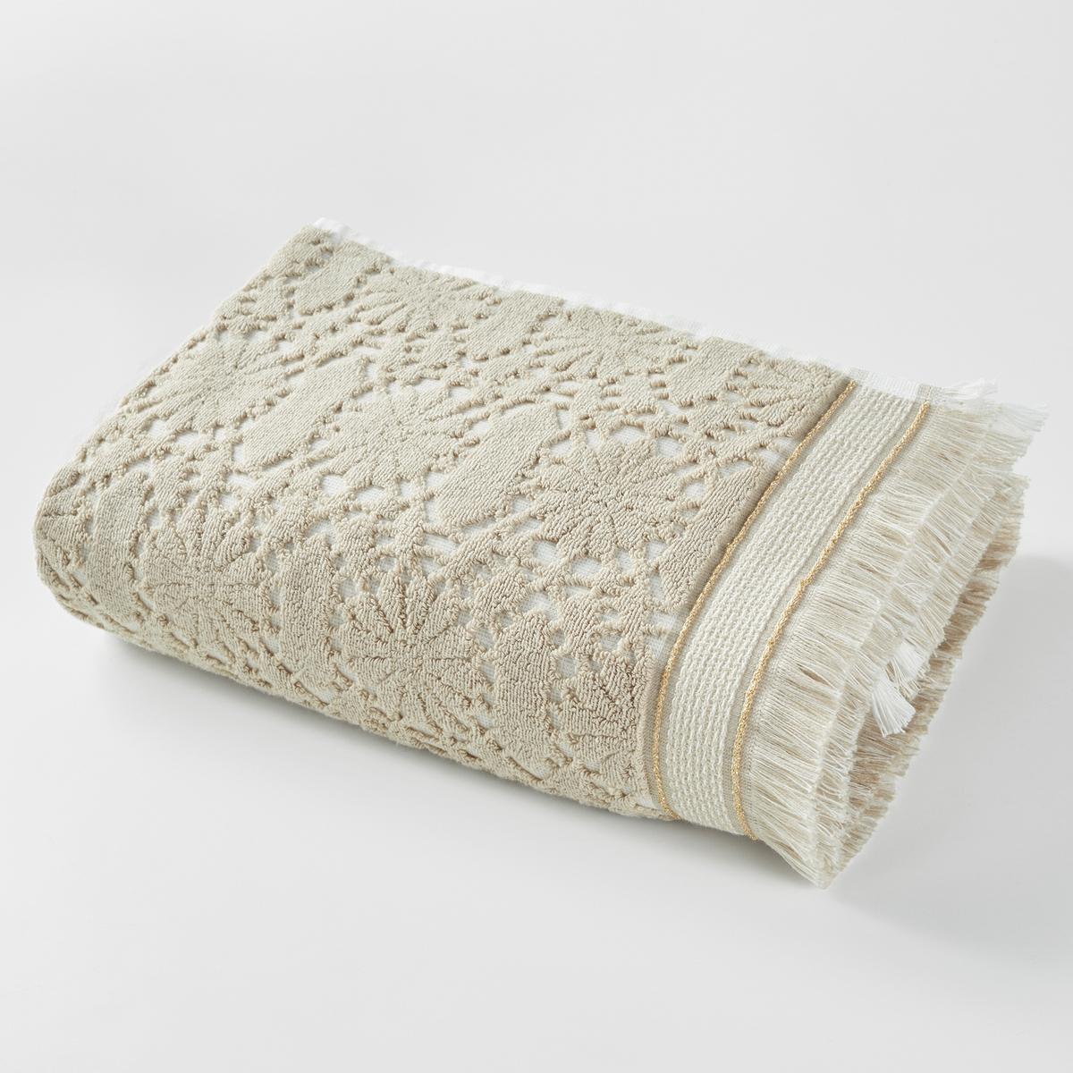 Полотенце банное Purdy, 500 г/м?Полотенце из жаккардовой ткани, 100% хлопка плотностью 500 г/м? с зубчатым рисункомХарактеристики банного полотенца Purdyмягкий и пористый ультравпитывающий материал стирать при 40°.Жаккардовая ткань с зубчатым рисунком.Размер банного полотенца Purdy50 x 100 см.<br><br>Цвет: бежевый,сине-зеленый,шафран