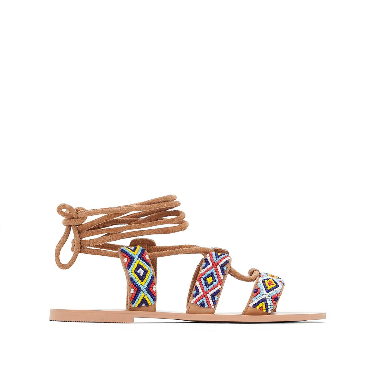 Босоножки кожаные с завязками и бусинами на плоском каблуке
