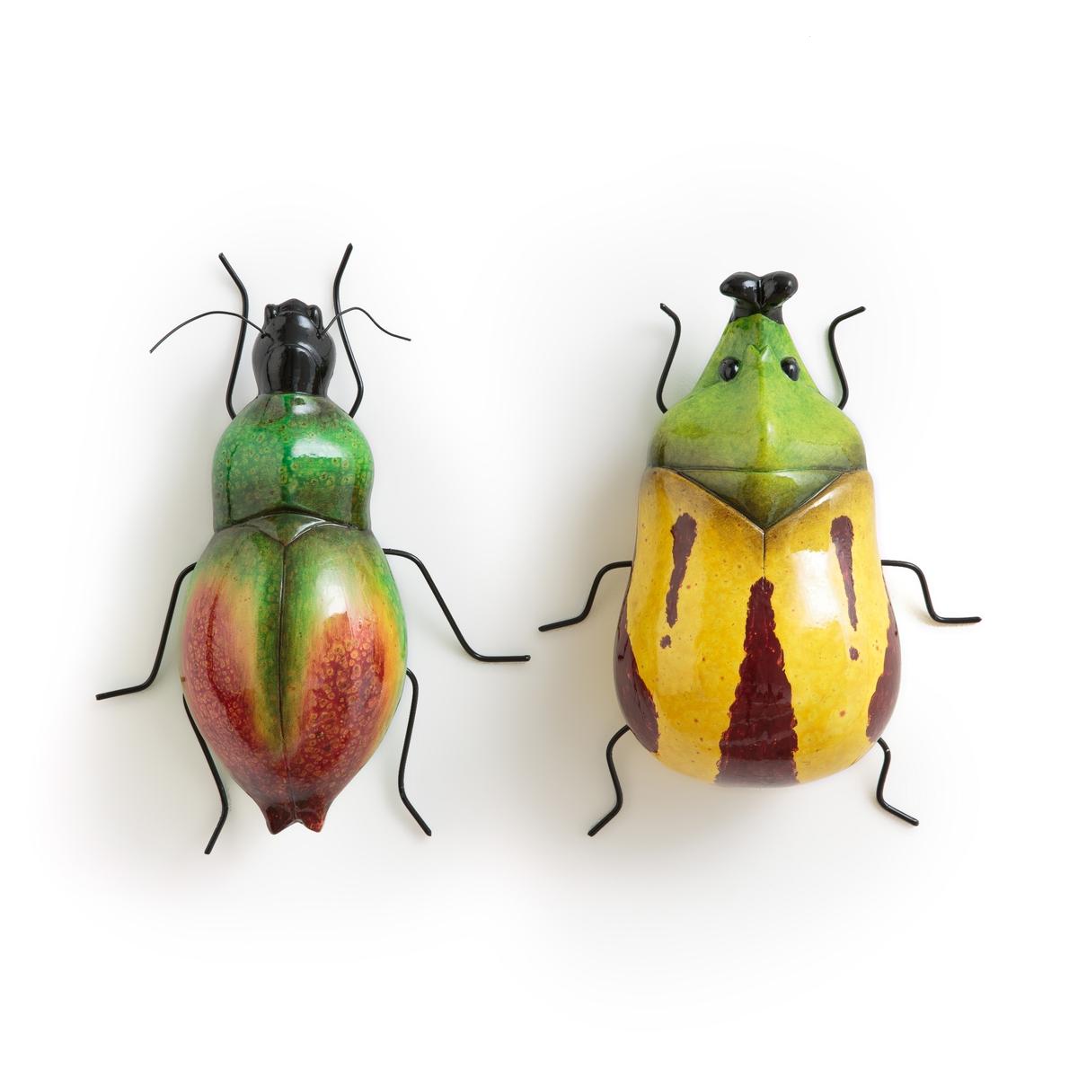 Комплект из 2 скульптур в виде насекомых из терракоты, Faraison2 скульптуры в виде насекомых Faraison. 2 скульптуры в виде насекомых разного размера для крепления на стену, можно сочетать с 2 другими моделями Faraison, представленными на нашем сайте, для придания пасторальной нотки вашему интерьеру. Из окрашенной терракоты. Размеры: Ш18,5 x В21 x Г8,5 см и Ш17,5 x В19,5 x Г9 см. Задняя пластина для крепления на стену (винт и дюбель продаются отдельно).<br><br>Цвет: разноцветный