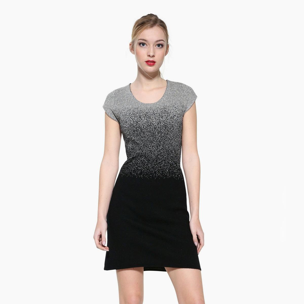 Платье прямое с графичным принтом