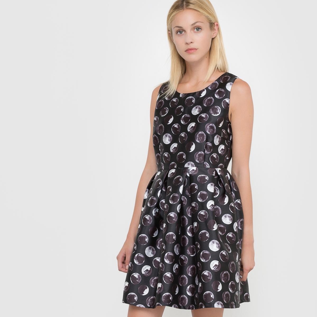 Платье без рукавовПлатье без рукавов, MOLLY BRACKEN. Рисунок в горошек. Круглый вырез. Расширяющаяся к низу передняя часть.           Характеристики и описание     Материал         100% полиэстера     Марка         MOLLY BRACKEN<br><br>Цвет: черный/серый<br>Размер: S
