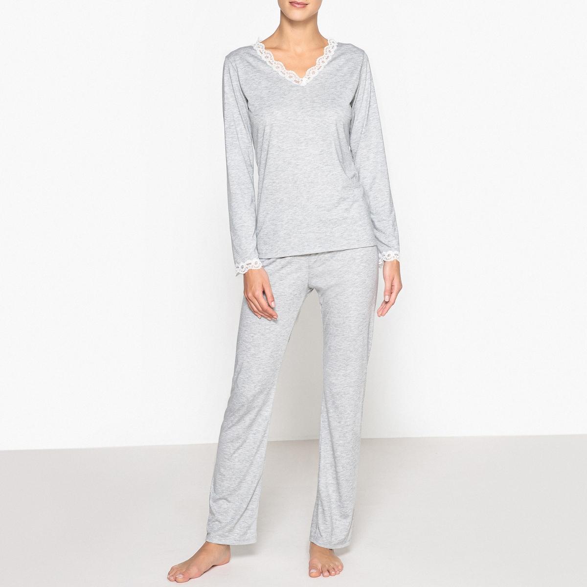 Пижама с кружевными вставкамиКомфортная и женственная пижама с утонченной кружевной каймой по вырезу. Состав и описаниеФутболка с длинными рукавами и V-образным вырезом с кружевной вставкой.Брюки с эластичным поясом.Материал : 62% полиэстера, 38% вискозыДлина :Топ 67 смДлина по внутр.шву 76 смУход : Стирать при температуре 30° со схожими цветамиСтирать с изнаночной стороны<br><br>Цвет: серый меланж<br>Размер: 50/52 (FR) - 56/58 (RUS)