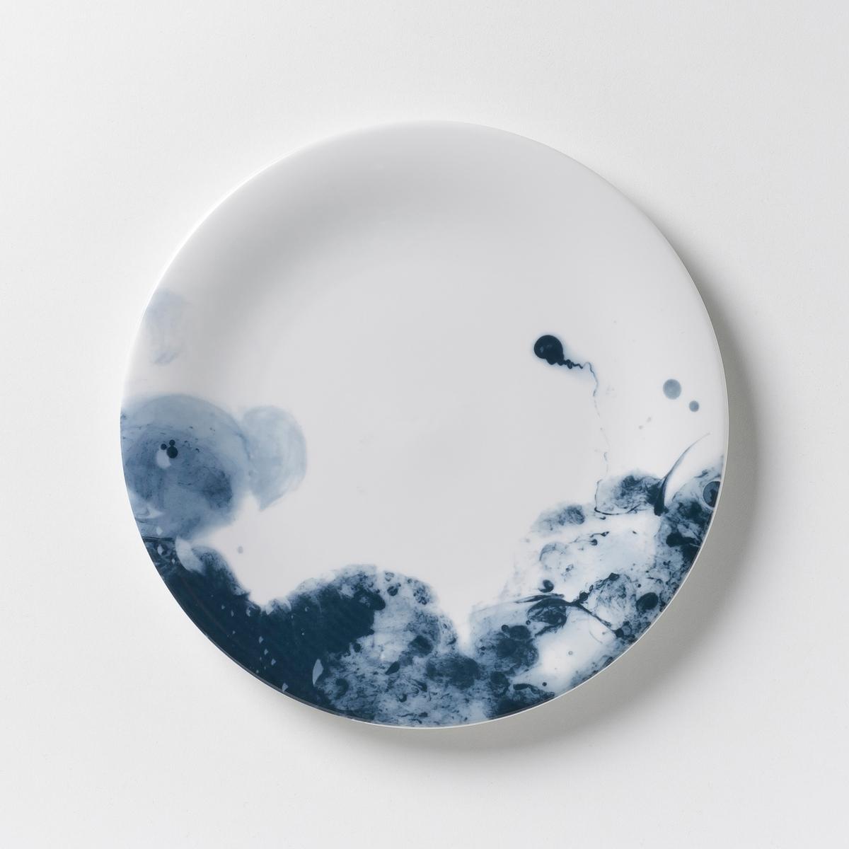 4 тарелки десертные из фарфора Encira4 тарелки десертные Encira . Очень красивый эффект синей акварели. Из глазурованного фарфора. Размер : ?22 см. Можно мыть в посудомоечной машине и использовать в микроволновой печи. Сделано в Португалии. Кружка и плоская тарелка из комплекта продаются на нашем сайте .<br><br>Цвет: синий