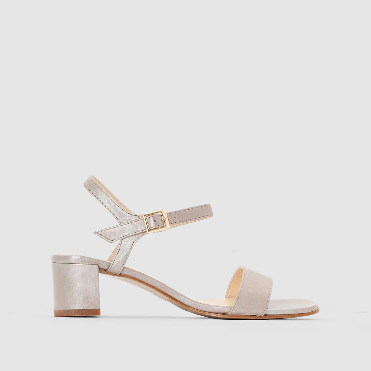 Босоножки из кожи - ELIZABETH STUART SIMВерх из мягкой и приятной на ощупь кожи с переливами, модный дизайн и подчеркнутая высоким каблуком женственность походки: этим летом такие сандалии станут незаменимым элементом Вашего гардероба!<br><br>Цвет: бежевый с блеском<br>Размер: 41