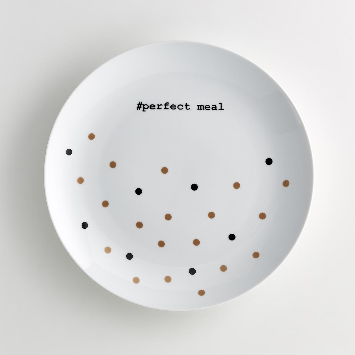 Блюдо круглое из фарфора, KublerБлюдо круглое из фарфора Kubler . Рисунок в горошек черного и золотистого цвета с надписью #perfect meal черного цвета в ярком праздничном исполнении . Сочетается с тарелками из той же коллекции . Характеристики блюда из фарфора Kubler :- Блюдо круглое из фарфора  - Диаметр : 30 см - Подходят для посудомоечной машиныНайдите комплект посуды из фарфора Kubler<br><br>Цвет: черный/золотистый