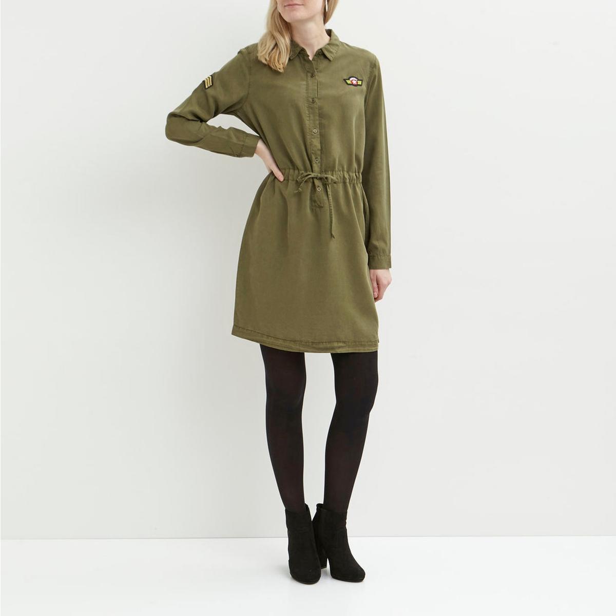Платье из лиоцелла с длинными рукавами и нашивкойДетали   •  Форма : прямая  •  Длина до колен •  Длинные рукава     •  Рубашечный воротник полоСостав и уход  •  100% лиоцелл • Просьба следовать советам по уходу, указанным на этикетке изделия<br><br>Цвет: хаки<br>Размер: XS