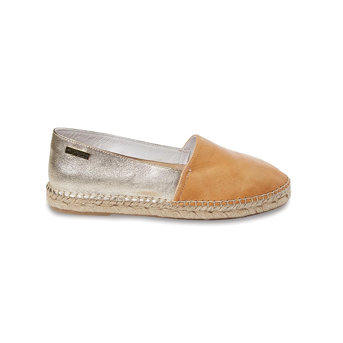 Туфли из кожи DoveВерх: кожа.   Стелька: кожа.  Подошва: синтетика.Форма каблука: плоский каблук.  Мысок: закругленный.Застежка: без застежки.<br><br>Цвет: Оранжевый/золотистый<br>Размер: 40