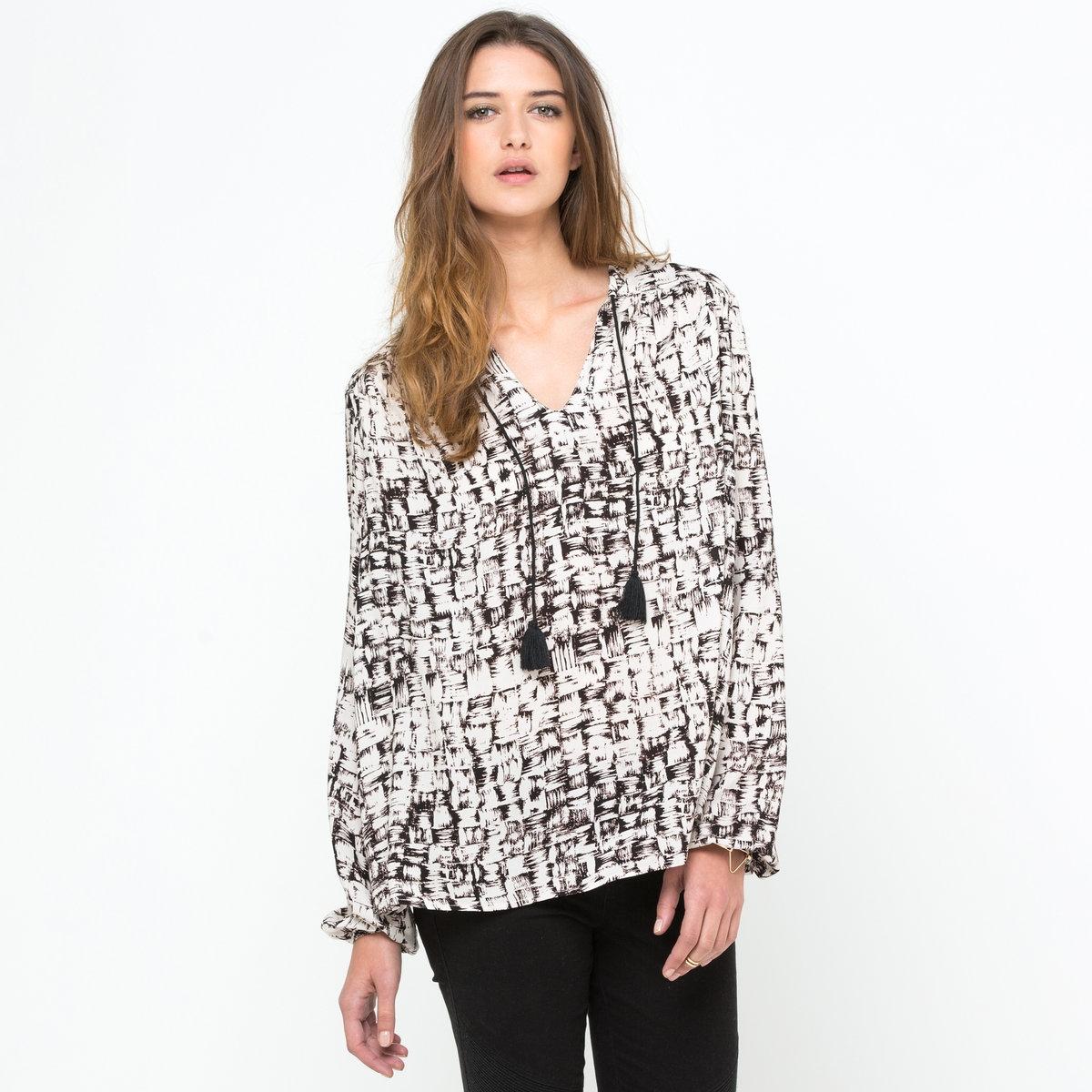 Блузка из струящегося материалаБлузка Soft Grey с рисунком. Вырез с завязками и помпонами. Струящийся материал, 100% вискозы. Длинные рукава. Длина ок. 65 см<br><br>Цвет: рисунок бежевый/черный<br>Размер: 36 (FR) - 42 (RUS)
