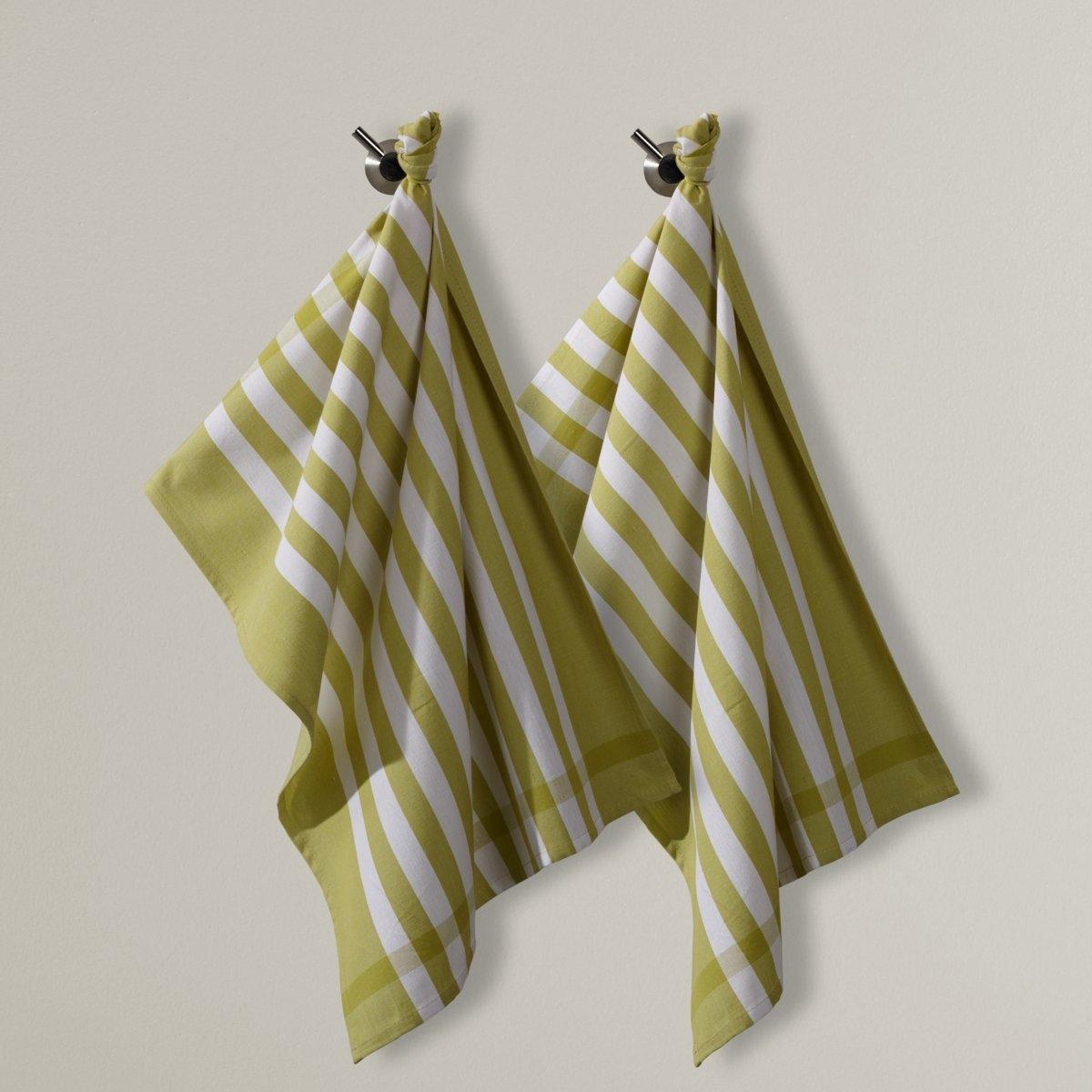 2 полотенца кухонных2 кухонных полотенца в полоску, 100% хлопка. Превосходная стойкость цвета, прочность и отличные впитывающие свойства. Стирка при 60°C. Размер: 50 х 70 см. В комплекте 2 полотенца одного цвета.<br><br>Цвет: зеленый,красный