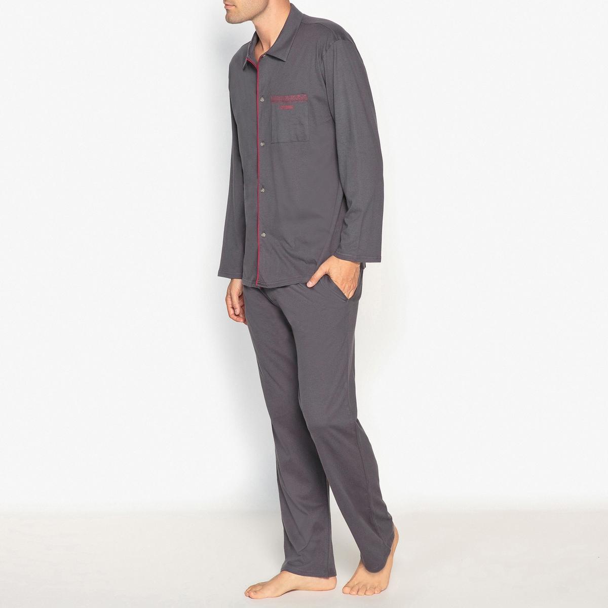 Пижама длинная с брюками из хлопкового джерсиДлинная пижама ATHENA. Классическая пижама с контрастными деталями из комфортного хлопкового джерси.Описание  •  Куртка со стоячим воротником •  Длинные рукава •  Застежка на пуговицы •  Логотип на груди •  Контрастные детали вдоль планки застежки на пуговицы •  Брюки прямого покроя.  •  Эластичный ремень контрастного цвета и затягиваемый шнурок •  2 боковых карманаСостав и уход •  Основной материал : джерси, 100% хлопок •  Машинная стирка при 30 °С •  Стирать с вещами схожих цветов<br><br>Цвет: антрацит/бордовый