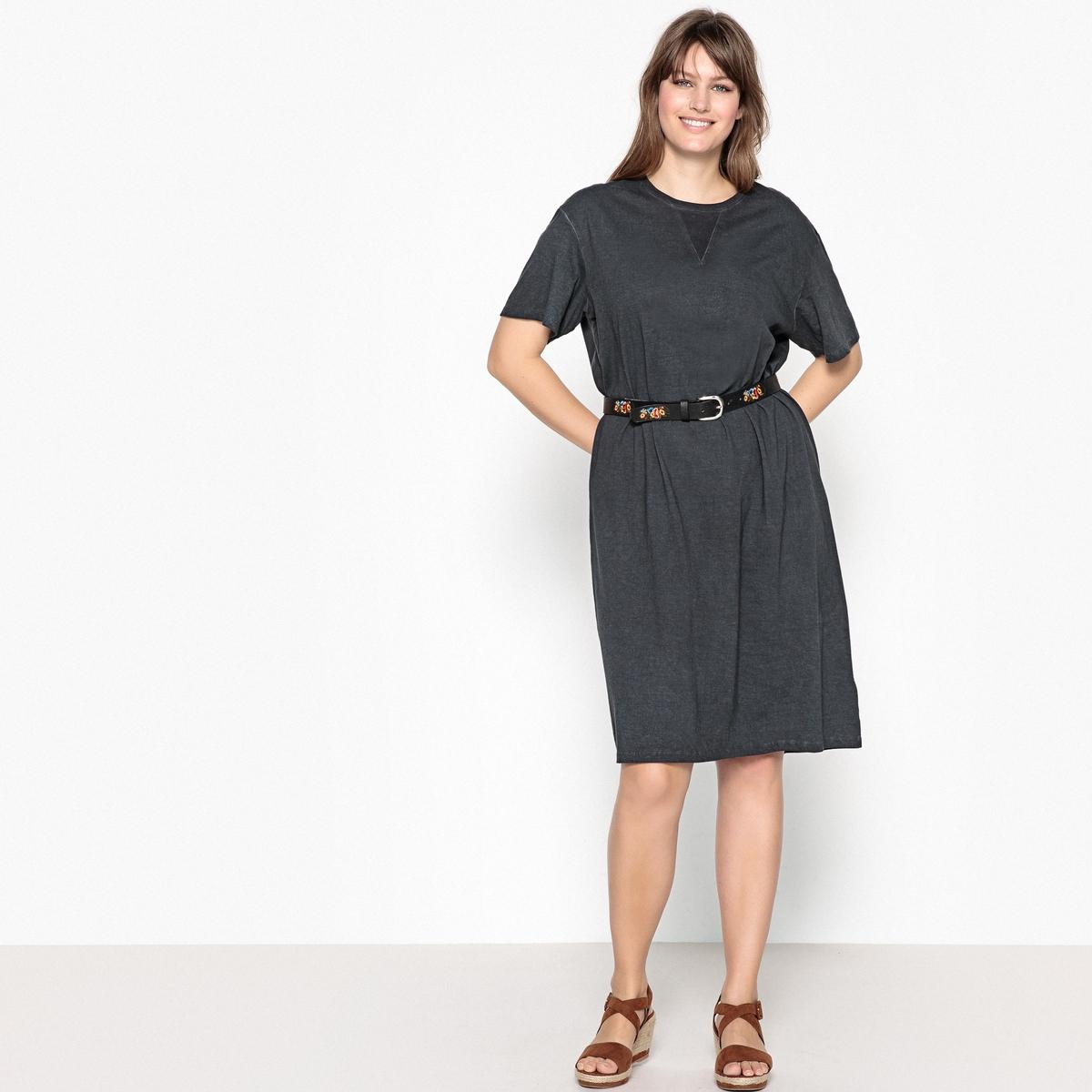 Платье прямое, однотонное, средней длины с короткими рукавами