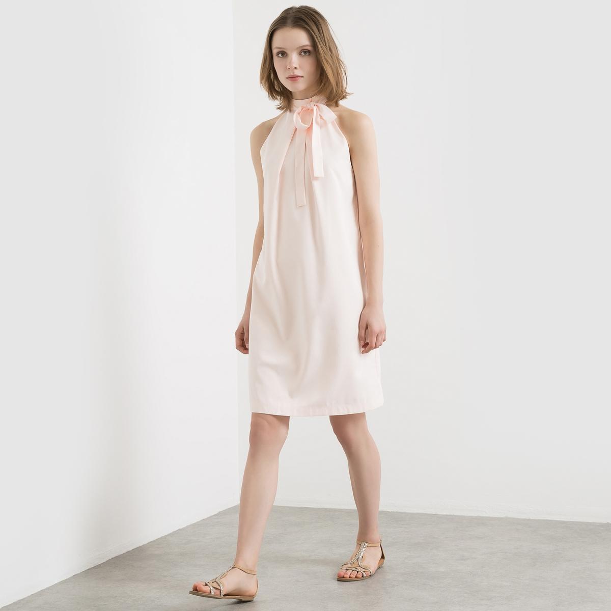 Платье вечернееПлатье для торжества. Атласная ткань. Американские проймы, открытые плечи. Воротник с подвязываемой лентой. Встречная складка по центру спереди и сзади ниже воротника. Длина 90 см.Состав и описаниеМарка : MADEMOISELLE R.Материалы : Платье 100% полиэстера - Подкладка 100% хлопкаДлина : 90 смУходМашинная стирка при 30 °C в деликатном режиме Стирать с вещами схожих цветов Стирать и гладить с изнаночной стороны Барабанная сушка запрещена Гладить при низкой температуре.<br><br>Цвет: телесный,черный<br>Размер: 38 (FR) - 44 (RUS).42 (FR) - 48 (RUS).40 (FR) - 46 (RUS).36 (FR) - 42 (RUS).42 (FR) - 48 (RUS)