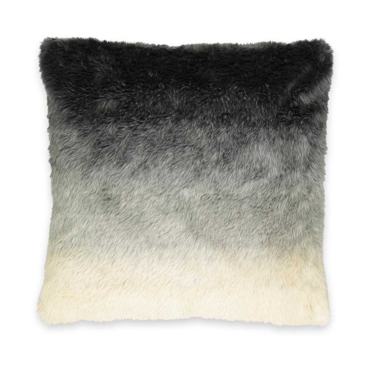 Чехол на подушку из искусственного меха AMALЧехол на подушку AMAL.  Невероятно мягкий чехол на подушку с искусственным мехом и принтом тай-энд-дай будет согревать вас на диване или кровати. Насладитесь им в полном объеме!Характеристики чехла на подушку AMAL :Эффект меха тай-энд-дай 80% акрила, 20% полиэстера Скрытая застежка на молниюРазмеры чехла на подушку AMAL:50 x 50 смПодушка.TERRA продается отдельно на нашем сайте<br><br>Цвет: экрю/серый
