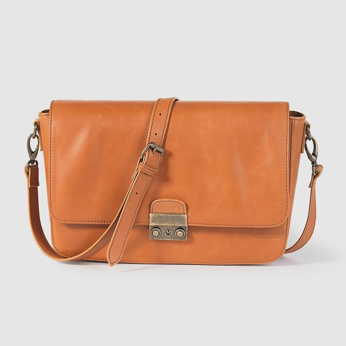 Сумка кожанаяПреимущества : сумка с регулируемым плечевым ремнем. Модная форма и оригинальная застёжка делают эту сумку просто незаменимой.<br><br>Цвет: темно-бежевый