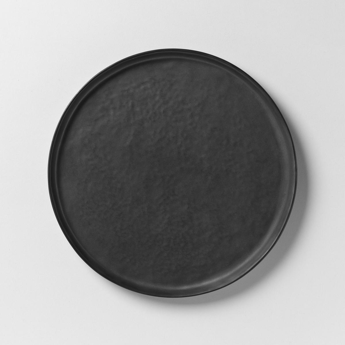 Тарелка десертная из керамики Pure P.Naessens для SeraxТарелка десертная  Pure . Приготовление восхитительных блюд в красивой керамической посуде придает романтизма и способствует хорошему настроению  . Паскаль Нессенс создал Pure, свою первую коллекцию столовых сервизов. Чистое воплощение аутентичности и теплоты, рожденные из органических форм и натуральных материалов. Характеристики: :- Из матовой керамики с эффектом чеканки .- Можно использовать в посудомоечных машинах и микроволновых печах.- Плоская тарелка и чашка из комплекта продаются на нашем сайте .Размеры  :- ?21,5 x Выс 1,3 см .<br><br>Цвет: черный<br>Размер: единый размер