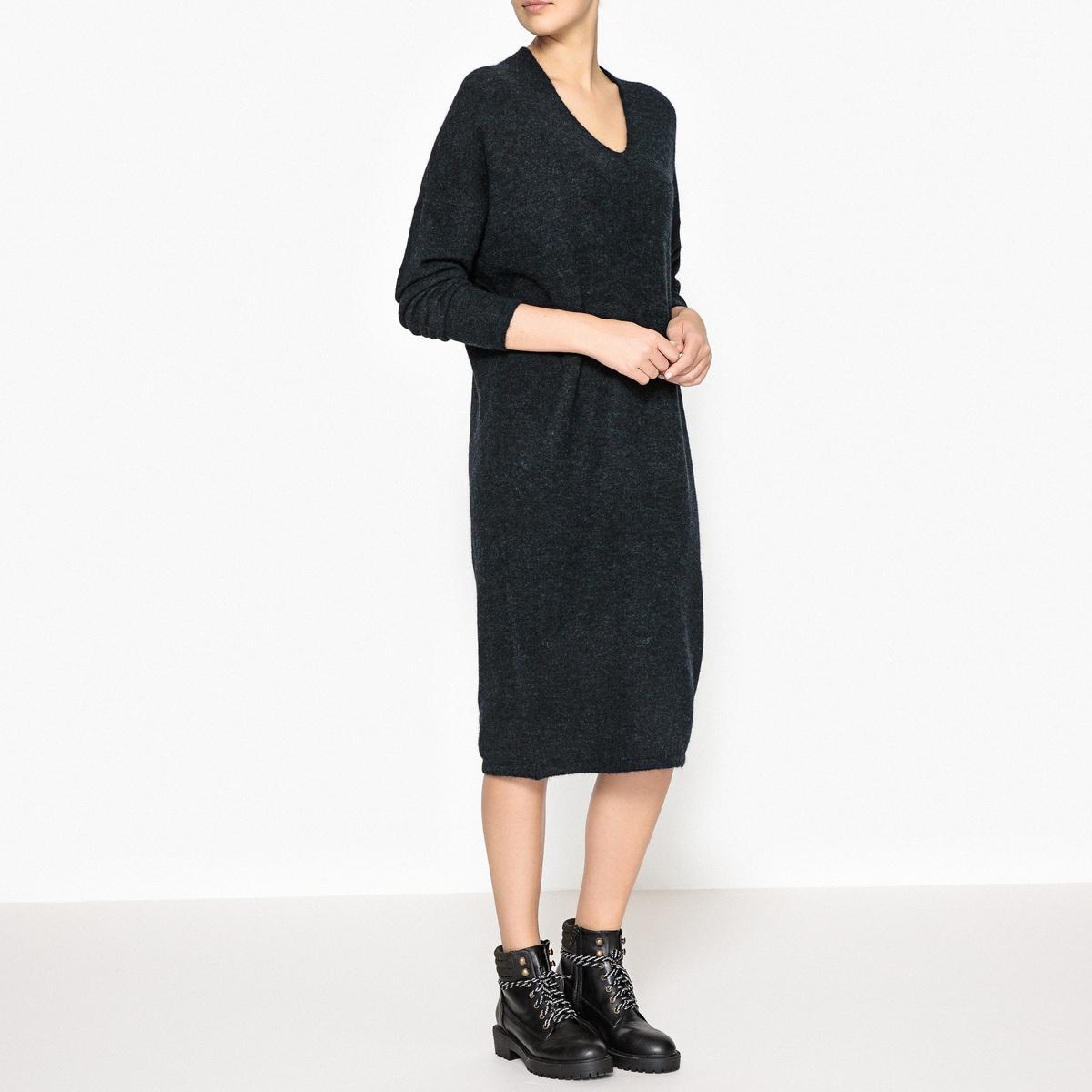Платье-пуловер PEARL DRESSПлатье-пуловер MES DEMOISELLES - модель PEARL DRESS с V-образным вырезом, из тонкого трикотажа из шерсти и мохера меланж.Детали •  Форма : прямая •  Длина ниже колен •  Длинные рукава     •   V-образный вырезСостав и уход •  6% шерсти, 8% эластана, 42% мохера, 44% полиамида •  Следуйте советам по уходу, указанным на этикетке<br><br>Цвет: темно-синий
