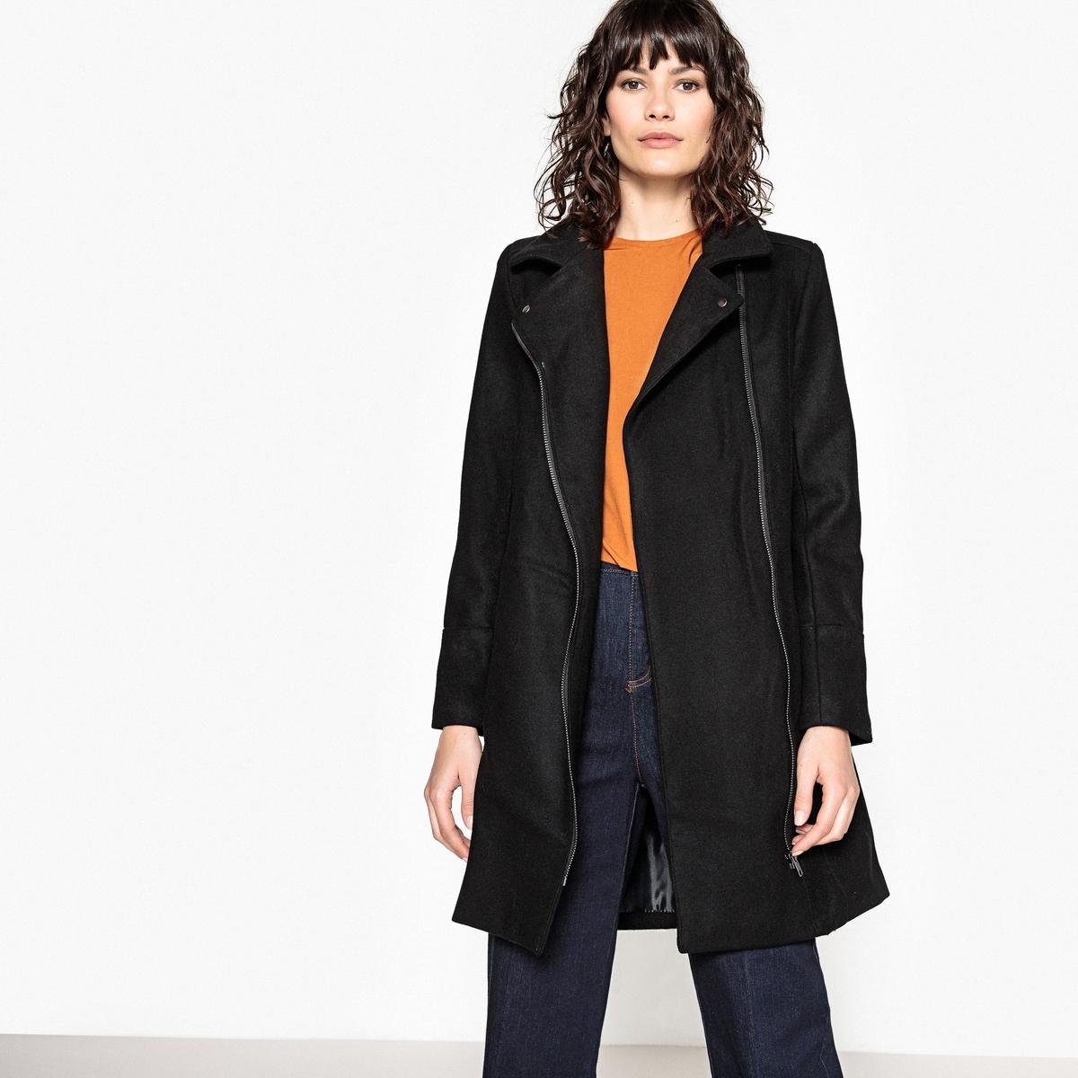 Пальто на молнии в байкерском стилеСимпатичное пальто на молнии в стиле куртки в байкерском стиле. Это модное пальто из шерстяного драпа защитит вас от холода.Детали •  Длина : средняя •  Воротник-поло, рубашечный •  Застежка на молниюСостав и уход •  70% шерсти, 30% полиэстера •  Подкладка : 100% полиэстер • Не стирать •  Деликатная чистка/без отбеливателей •  Не использовать барабанную сушку  •  Низкая температура глажки •  Длина : 92 см •  Асимметричная застежка спереди .<br><br>Цвет: черный<br>Размер: 44 (FR) - 50 (RUS)