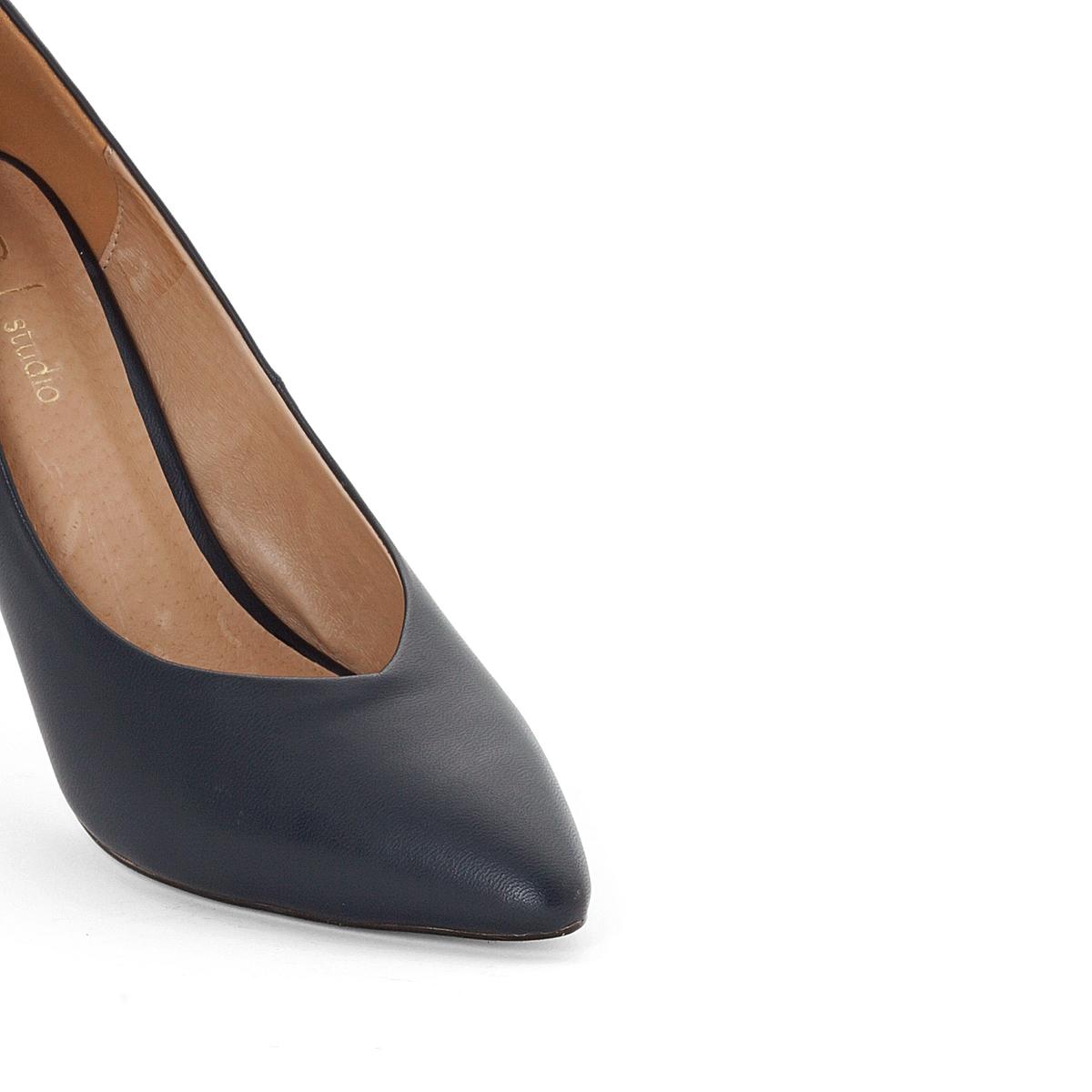 Туфли кожаные на высоком каблукеВерх/Голенище : кожа            Подкладка : кожа            Стелька : кожа           Подошва : эластомер            Высота каблука : 10 см            Форма каблука : шпилька            Мысок : заостренный мысок             Застежка : без застежки<br><br>Цвет: синий морской<br>Размер: 39