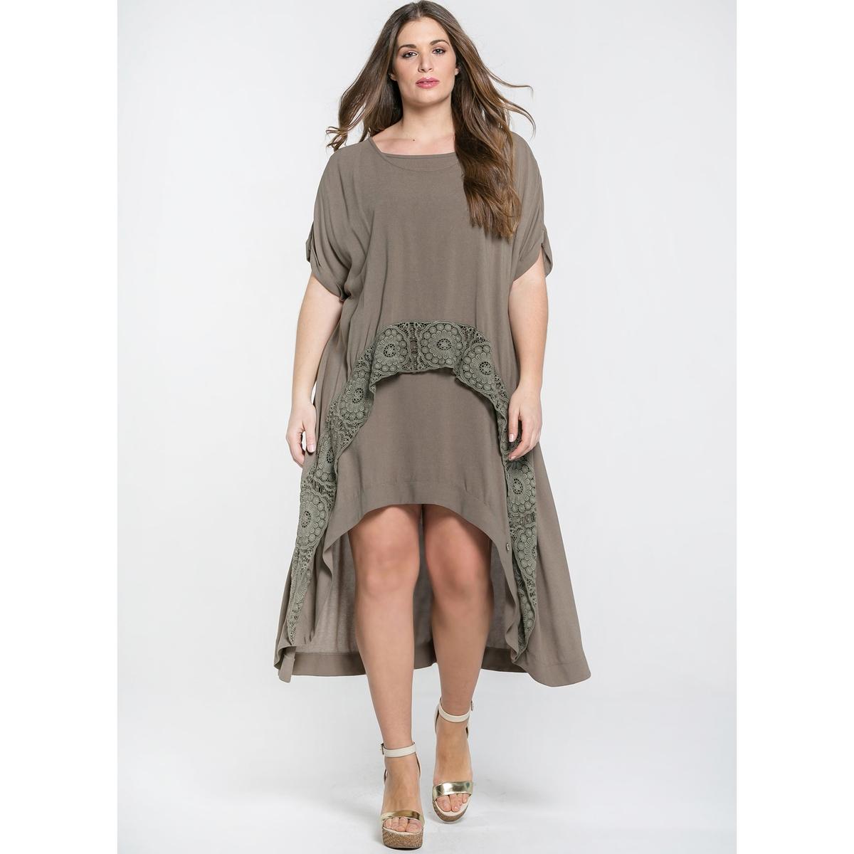 Платье расклешенное с короткими рукавами, немного длиннее сзади