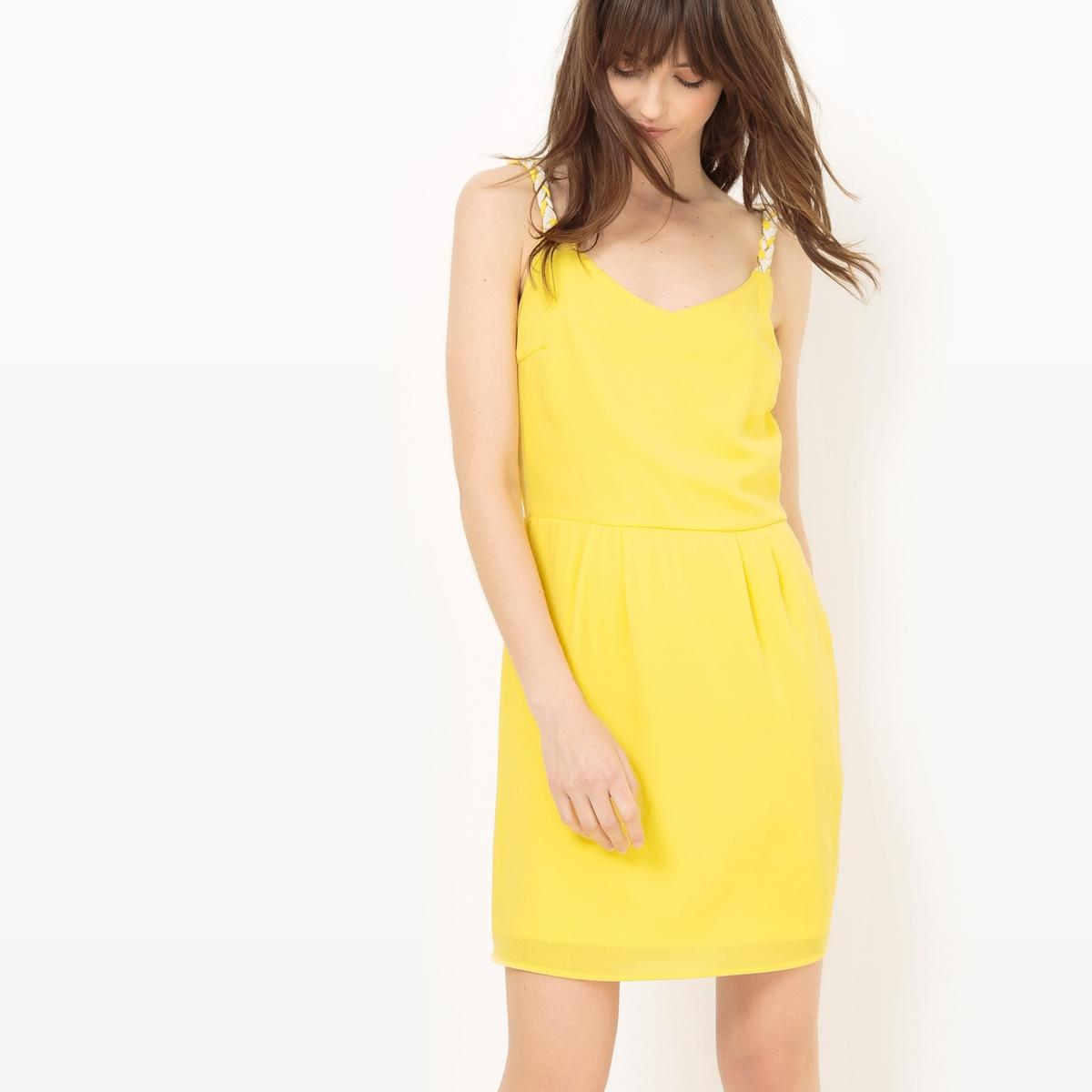 Платье короткое на тонких бретелях, однотонноеДетали  •  Форма :прямая •  Укороченная модель •  Тонкие бретели    •   V-образный вырез Состав и уход  •  100% полиэстер •  Следуйте рекомендациям по уходу, указанным на этикетке изделия<br><br>Цвет: желтый