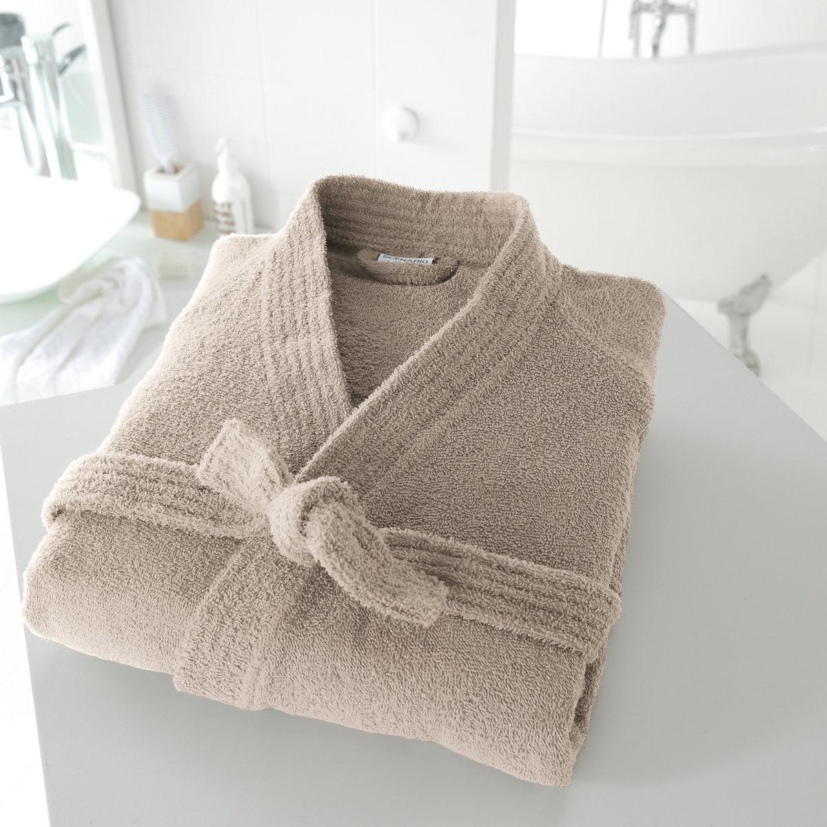 Халат-кимоно 350 г/м?Описание халата:Этот халат имеет знак качества Valeur S?re, протестирован и проконтролирован в лаборатории.2 накладных кармана, пояс под шлевками. Легок в уходе: отлично сохраняет цвет при стирке при 60°. Машинная сушка.Длина халата: 110 - 113 см.<br><br>Цвет: белый,голубой бирюзовый,гренадин,светло-серый,серо-бежевый,синий морской волны,темно-серый,фиолетовый,черный<br>Размер: 46/48 (FR) - 52/54 (RUS).50/52 (FR) - 56/58 (RUS).42/44 (FR) - 48/50 (RUS).46/48 (FR) - 52/54 (RUS).34/36 (FR) - 40/42 (RUS).42/44 (FR) - 48/50 (RUS)