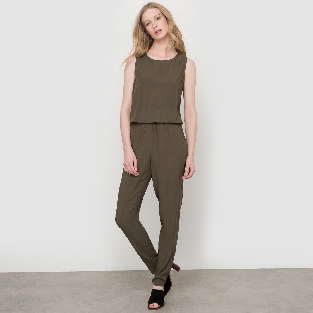 Комбинезон с брюками, спинка с вырезомКомбинезон с брюками, спинка с вырезом. Без рукавов, круглый вырез. Эластичный пояс. 2 прорезных кармана сзади.     Состав и описаниеМатериал: 100% вискозы.Длина по внутреннему шву: 76 см.Ширина по низу: 15 см.Марка: LES PETITS PRIX.УходМашинная стирка при 30°C с одеждой подобных цветов.Стирать и гладить с изнанки.Не рекомендуется машинная сушка.Гладить на низкой температуре.<br><br>Цвет: хаки<br>Размер: 34 (FR) - 40 (RUS)