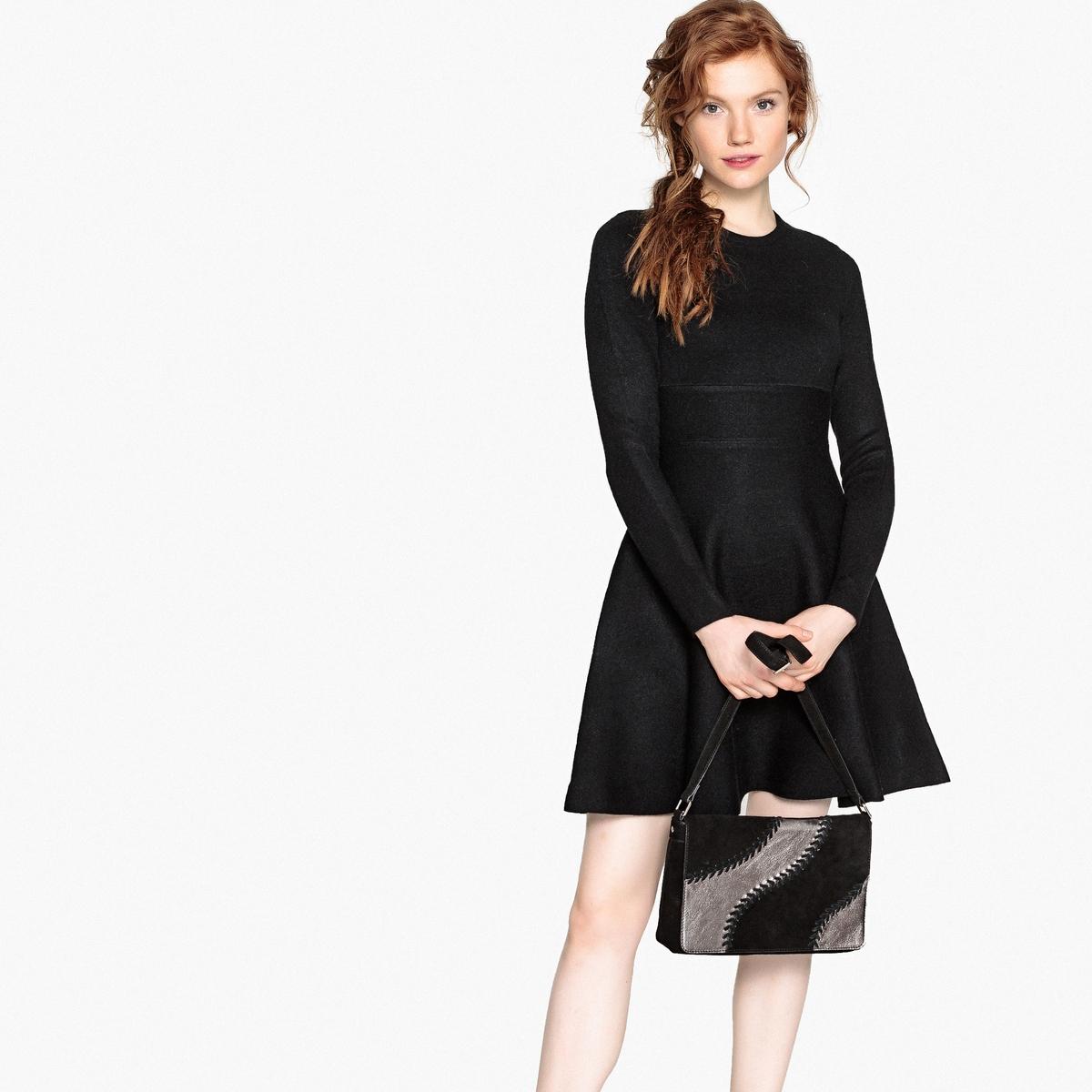 Платье трикотажное, расклешенное с круглым вырезом платье расклешенное с длинными рукавами и круглым вырезом
