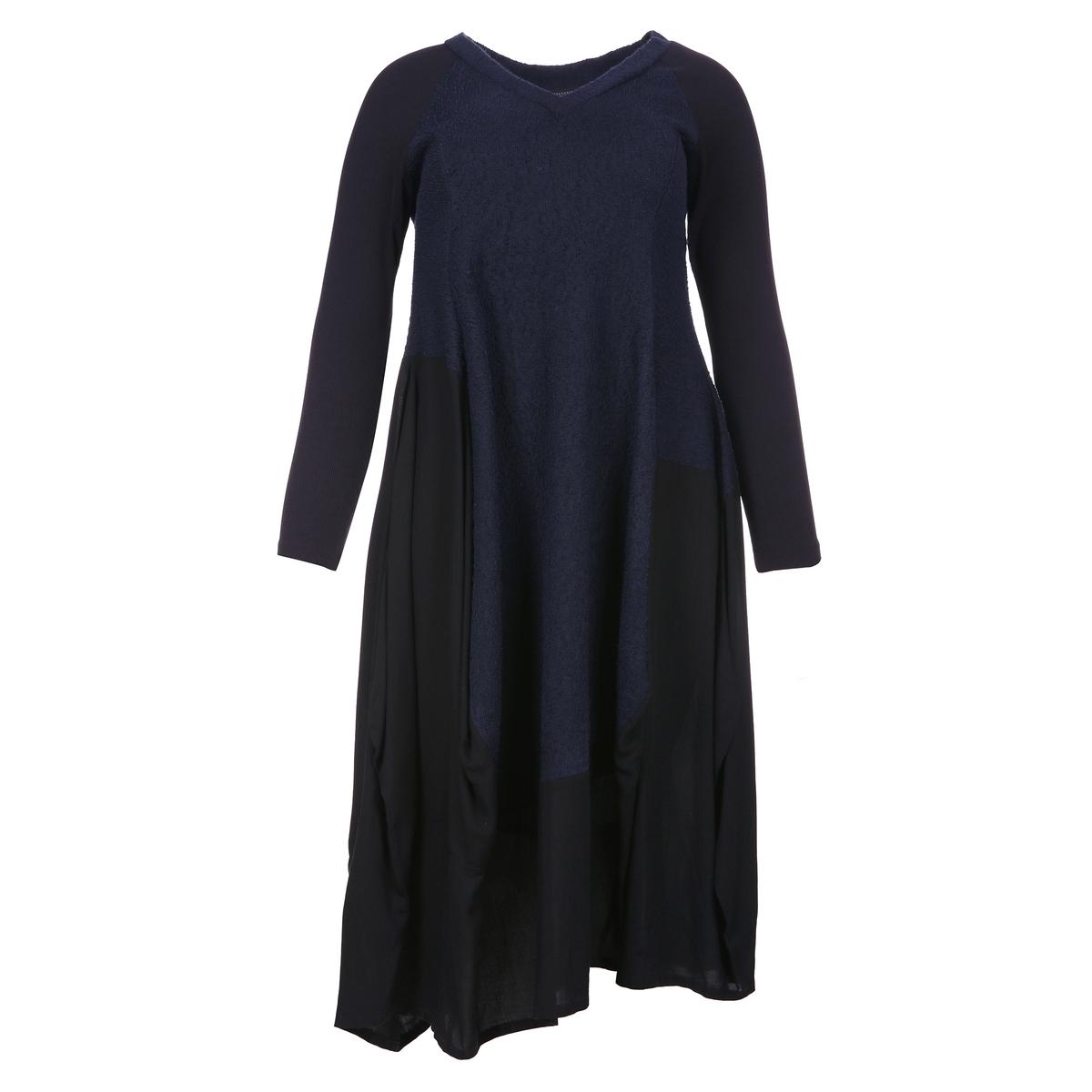 ПлатьеАсимметричное платье MAT FASHION. 97% вискозы, 3% эластана. Асимметричный струящийся покрой в технике пэчворк на черной основе, волнистый рисунок в голубых тонах. Длинные рукава. V-образный вырез.<br><br>Цвет: синий<br>Размер: 44/46 (FR) - 50/52 (RUS)