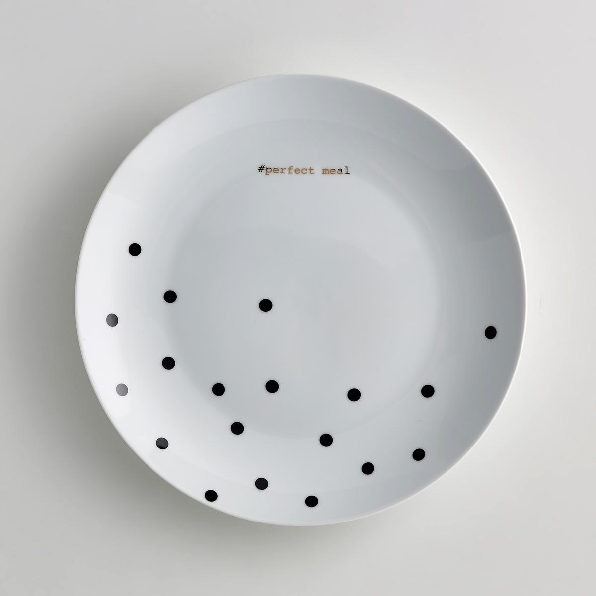 Комплект из 4 мелких тарелок из фарфора KublerХарактеристики тарелок из фарфора Kubler :- Мелкие тарелки из фарфора  - Диаметр : 26, 5 см- Подходят для мытья в посудомоечной машине - Не подходят для использования в микроволновой печи  - Продаются в комплекте из 4 штук в подарочной коробкеОткройте для себя всю коллекцию посуды из фарфора Kubler<br><br>Цвет: черный в горошек