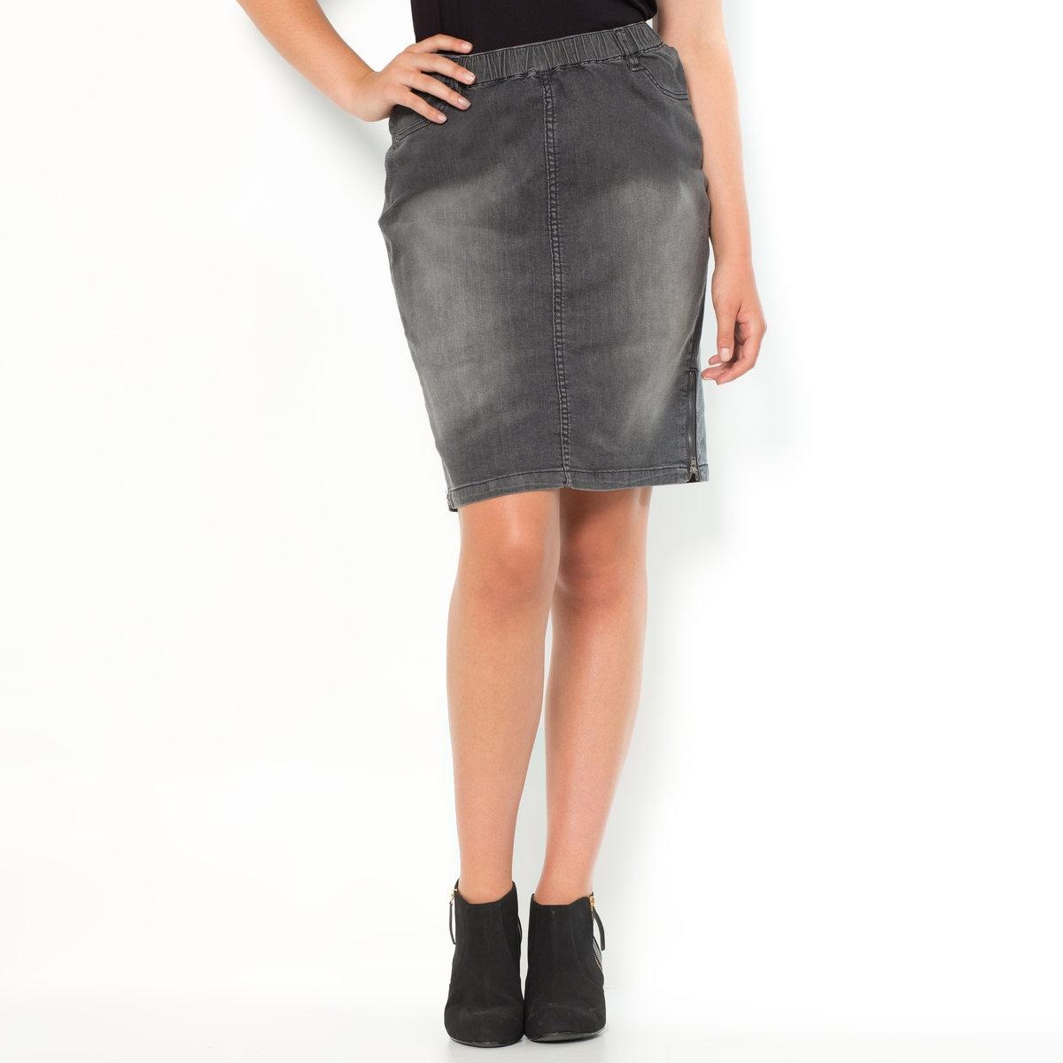 Юбка джинсовая прямаяДжинсовая юбка без застежки с эластичным поясом. Прямой покрой, длина до колена и молнии по бокам для оригинальности Вашего образа...Юбка из эластичного денима: 98% хлопка, 2% эластана. Длина 58 см .Эта удобная джинсовая юбка легко надевается благодаря эластичному поясу: просто натяните ее, как чулок! 2 ложных кармана спереди и 2 накладных кармана сзади. Молнии внизу юбки.<br><br>Цвет: серый потертый деним<br>Размер: 60 (FR) - 66 (RUS)