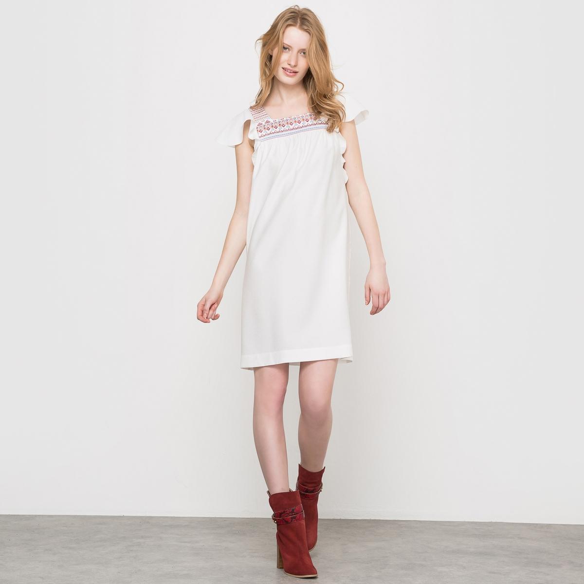 Платье в стиле бэби-долл с глубоким вырезомПлатье с глубоким вырезом. Платье в стиле бэби-долл, квадратный вырез с вышивкой. Прямой покрой, короткие рукава с воланами, складки под вышивкой спереди.    Состав и описаниеМатериал : 85% вискозы, 15% полиэстераРазмер : Длина 90 см Уход Машинная стирка при 30 °С<br><br>Цвет: слоновая кость<br>Размер: 34 (FR) - 40 (RUS).38 (FR) - 44 (RUS)