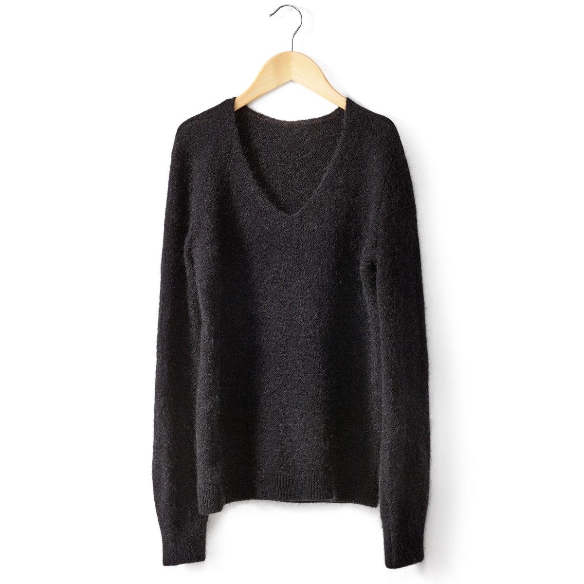 Пуловер из мохераПуловер с длинными рукавами . 32% шерсти, 32% мохера, 32% полиамида и 4% эластана . V-образный вырез  . Низ и края рукавов связаны в рубчик  .Пуловер из тонкого трикотажа, облегающий, создающий истинно женственный образ  !<br><br>Цвет: темно-синий,черный<br>Размер: 38/40 (FR) - 44/46 (RUS)