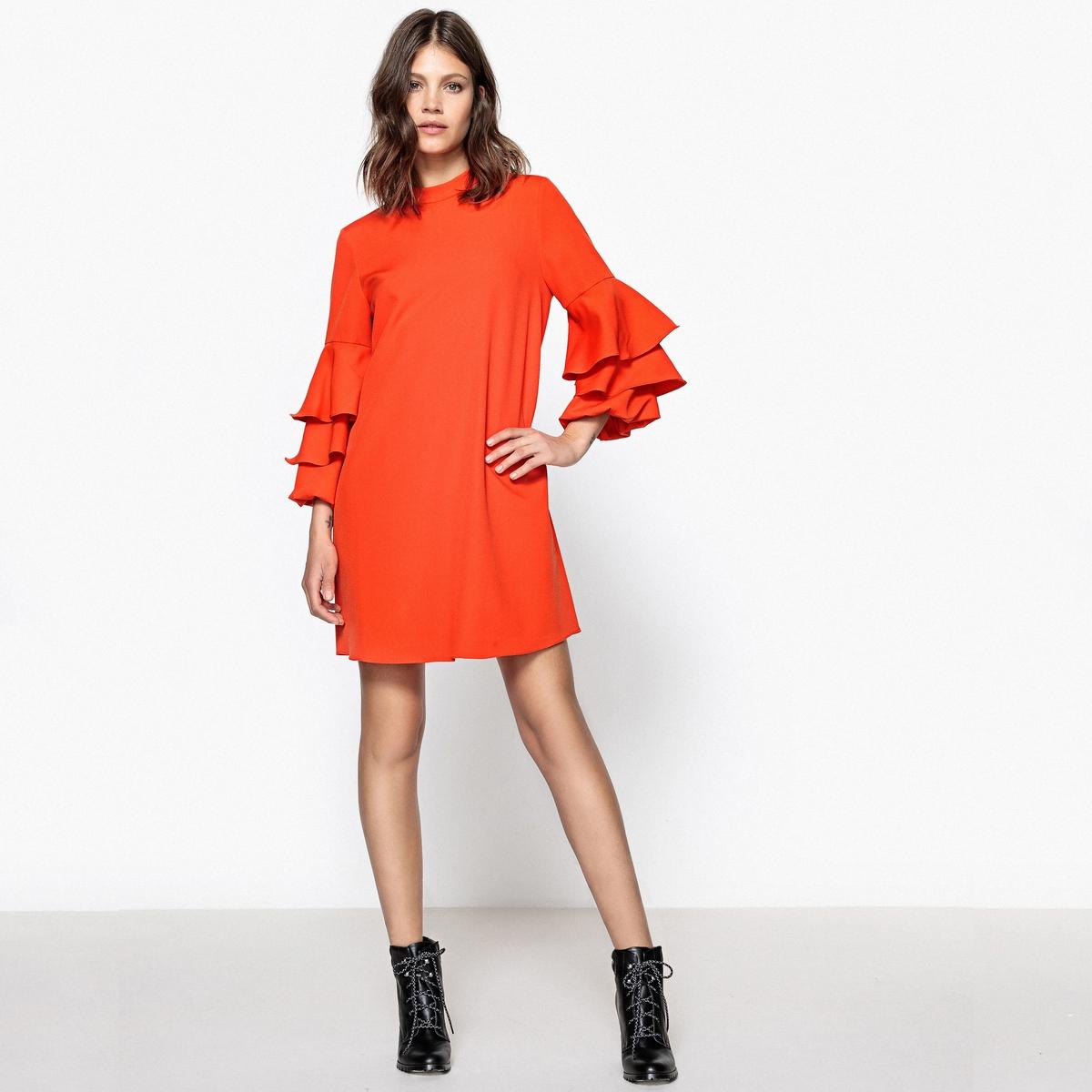 Платье прямое с 3 воланами на рукавах