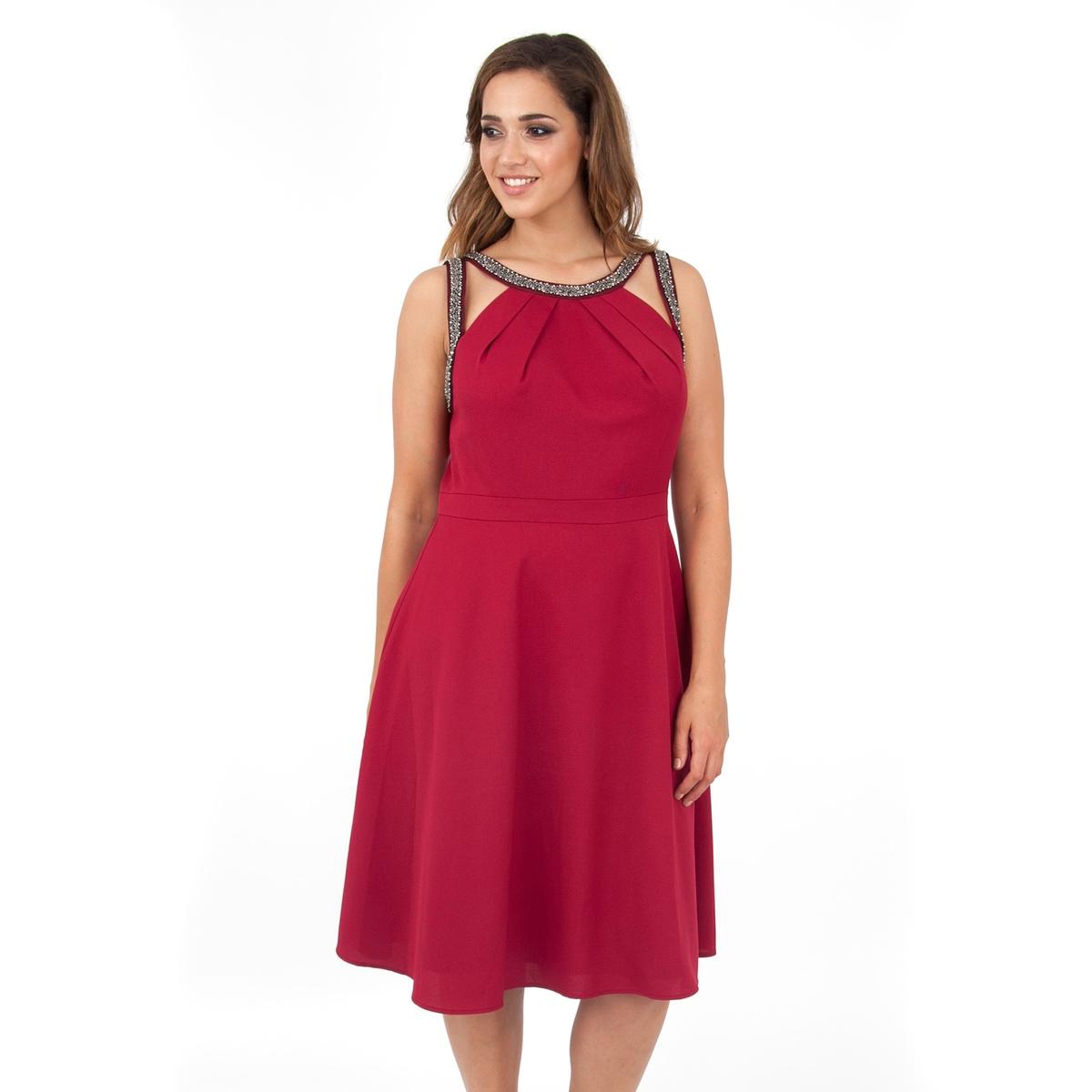 ПлатьеПлатье без рукавов - KOKO BY KOKO. Платье красивого малинового цвета. Вырез расшит бусинами спереди, V-образный вырез сзади. Длина ок.104 см. 100% полиэстера.<br><br>Цвет: бордовый<br>Размер: 58/60 (FR) - 64/66 (RUS).54/56 (FR) - 60/62 (RUS)