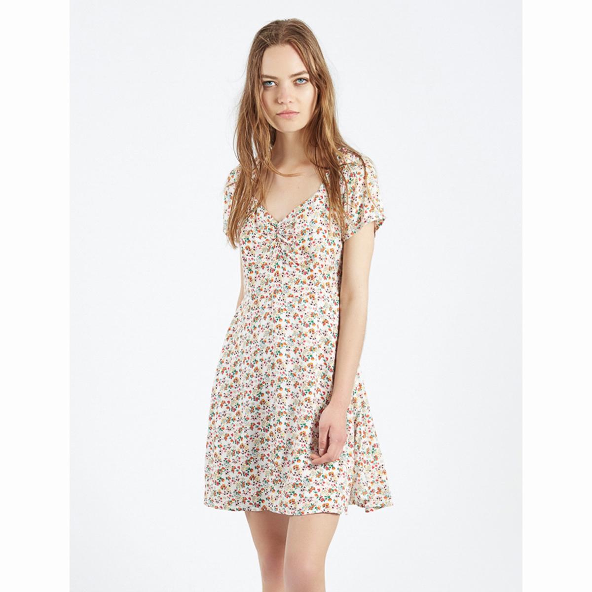 Платье с цветочным рисунком Vestido AlishaСтруящееся платье Vestido Alisha. Разноцветный цветочный узор. Короткое платье, короткие рукава, V-образный вырез, расклешенный низ.Состав и описаниеМатериалы : 100% вискозаМарка : Compania FantasticaМодель : Vestido AlishaУходСледуйте рекомендациям по уходу, указанным на этикетке изделия.<br><br>Цвет: белый наб.рисунок<br>Размер: S.M