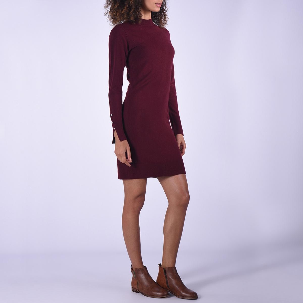 Платье средней длины  круглым вырезом из трикотажа