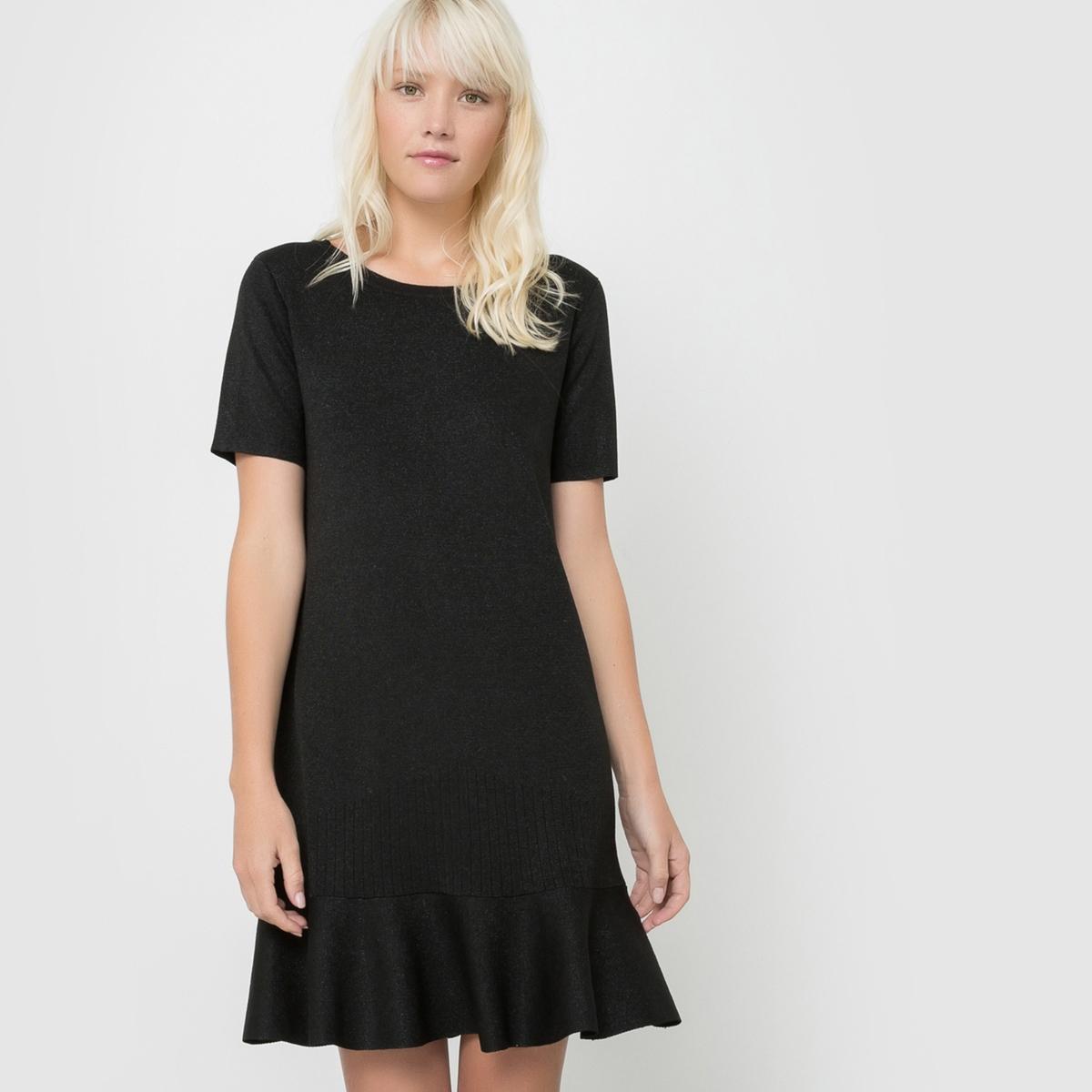 Платье с короткими рукавами CAMILLEПлатье CAMILLE от SUNCOO. Вырез-лодочка. Короткие рукава. Трикотаж с радужным эффектом. Слегка расклешенный к низу покрой.     Состав и деталиМатериал         65% вискозы, 15% металлизированных нитей, 20% полиамида Марка          SUNCOO<br><br>Цвет: черный<br>Размер: S