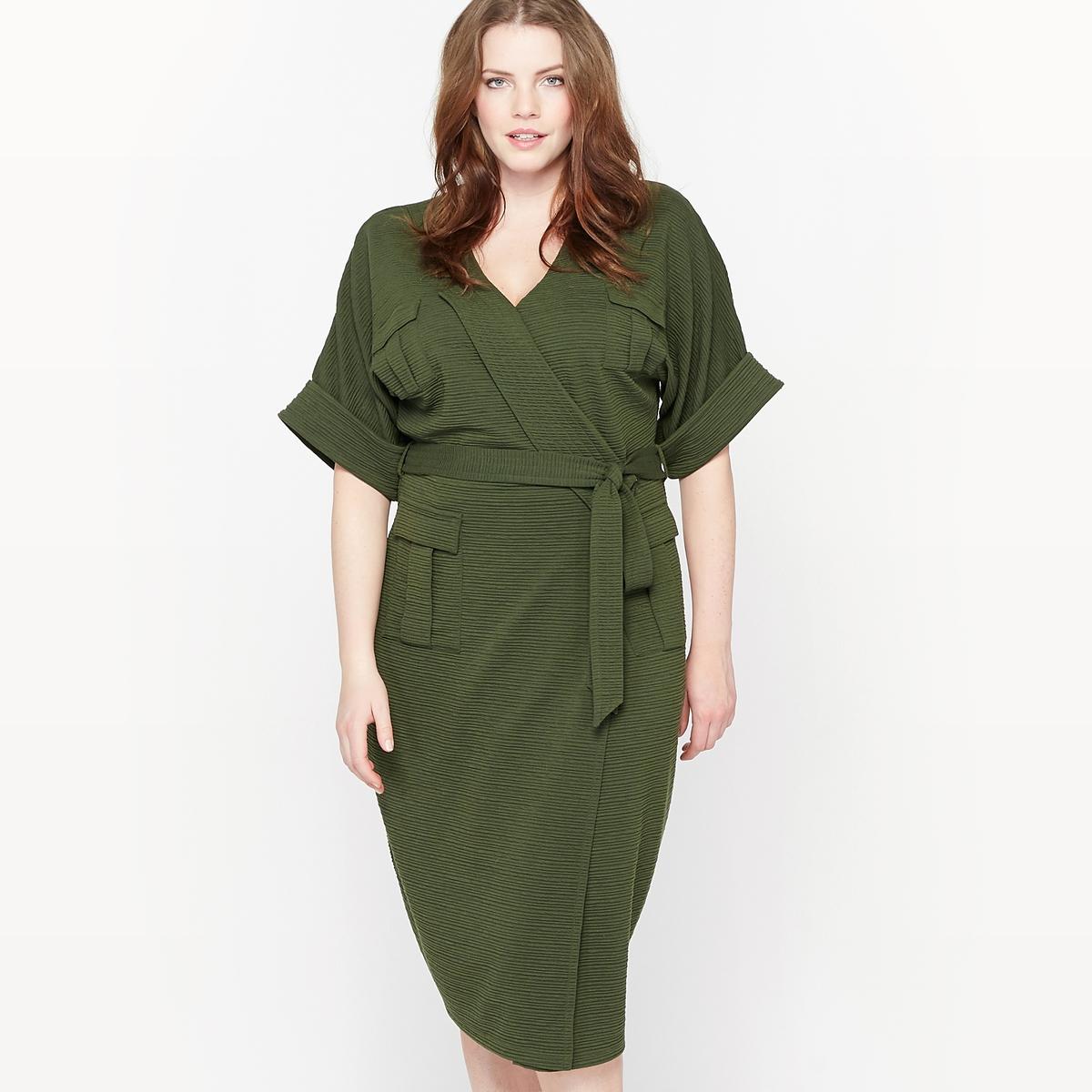 Платье в стиле милитари из рельефного трикотажаСостав и описание :Материал : рельефный трикотаж, 98% полиэстера, 2% эластанаДлина : 108 см для размера 48.Марка : CASTALUNAУход : Машинная стирка при 30 °С.<br><br>Цвет: зеленый мох