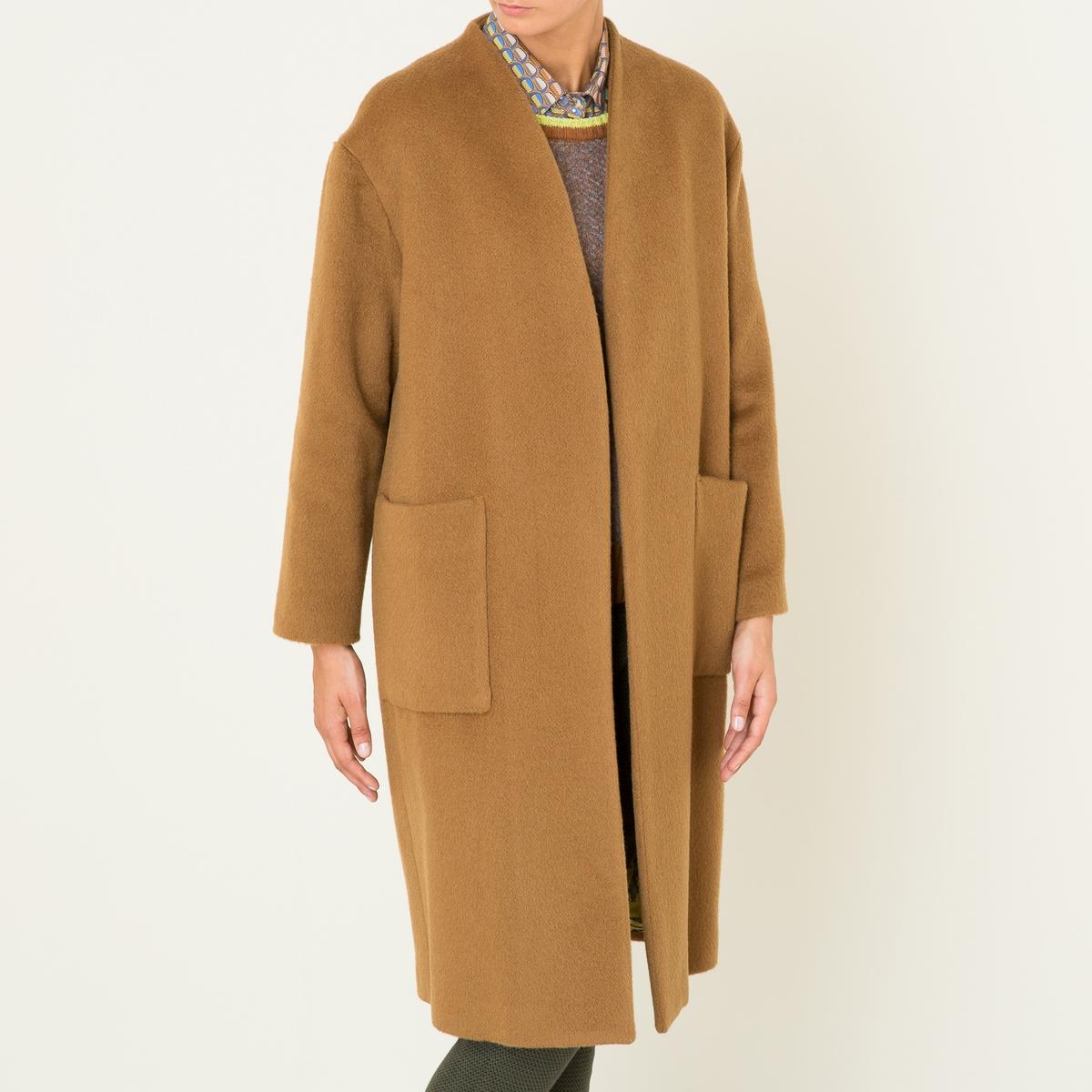 Пальто длинноеДлинное пальто NIU - без застежки, без воротника, из шерстяного драпа. Без застежки, без воротника, V-образный вырез. Длинные подворачивающиеся рукава с подкладкой контрастного цвета. 2 больших накладных кармана спереди. Подкладка со сплошным рисунком.Состав и описание Материал : 50% мохера, 32% необработанной шерсти, 18% полиамидаМарка : NIU<br><br>Цвет: темно-бежевый<br>Размер: L.M