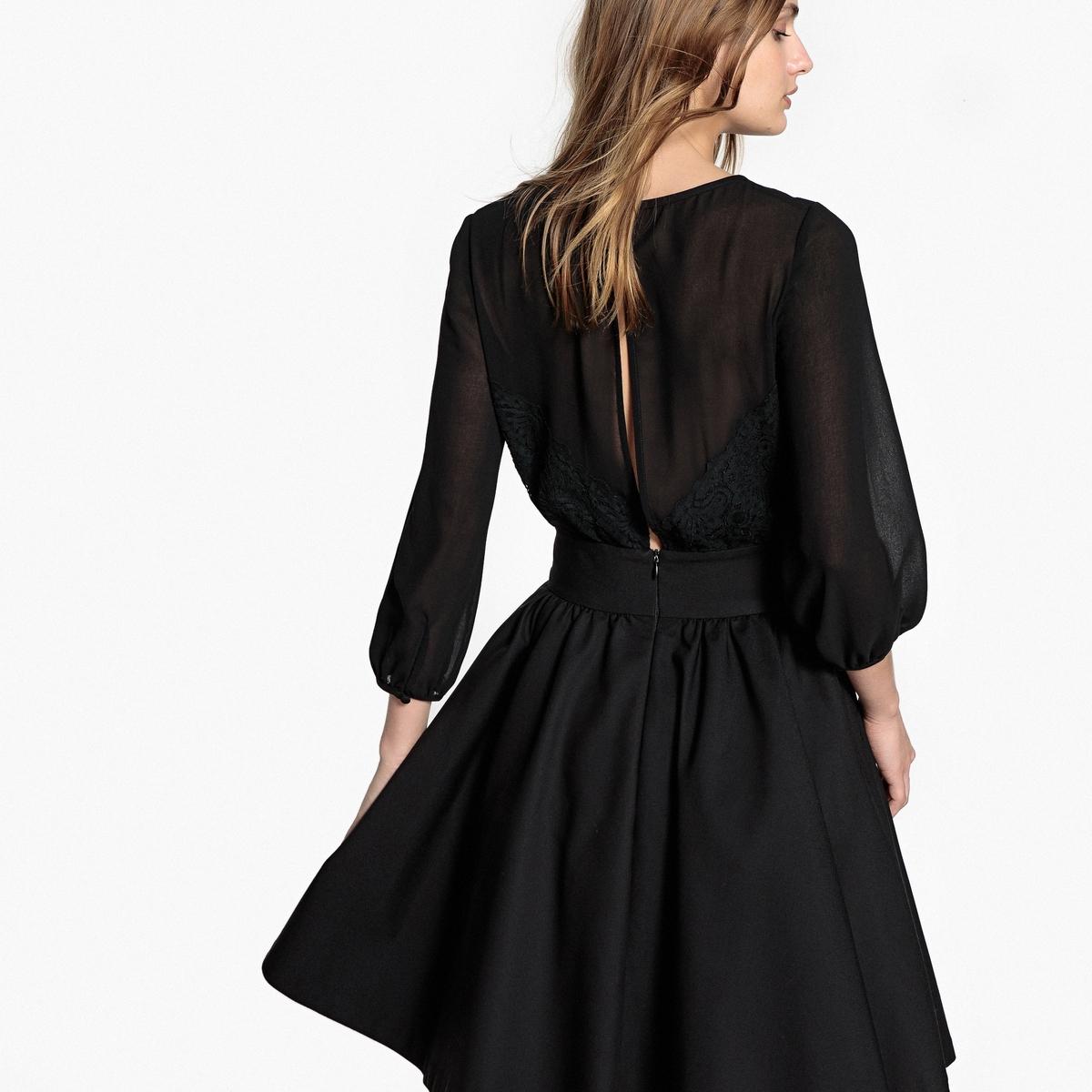 Vestido evasé, detalhe bonito atrás, renda e transparência