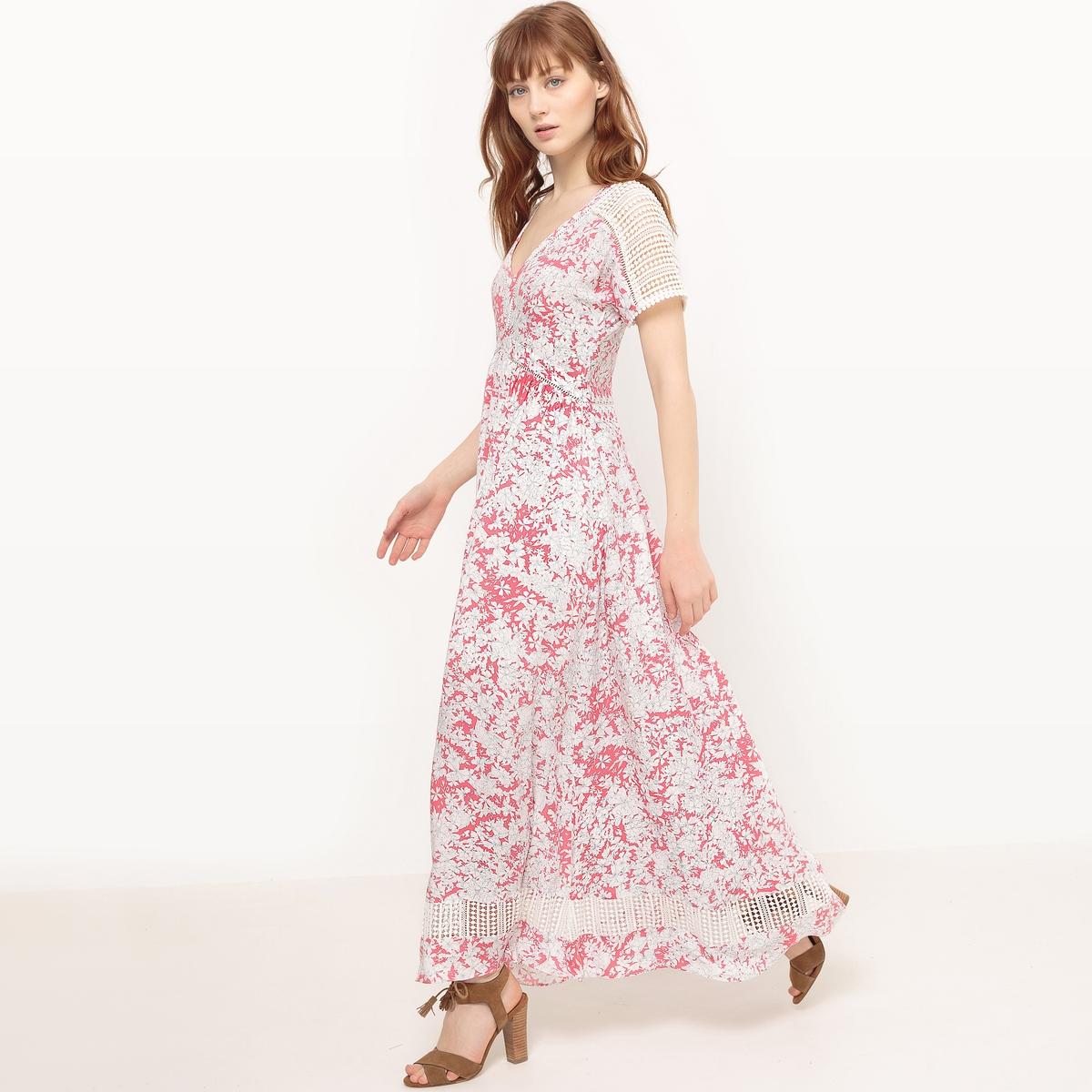 Платье длинное с цветочным принтомМатериал : 100% вискоза      Подкладка : 100% вискоза      Длина рукава : короткие рукава       Форма воротника : V-образный вырез      Покрой платья : длинное платье      Рисунок : цветочный      Особенность материала : кружево      Особенность платья : глубокий вырез сзади      Длина платья : короткая<br><br>Цвет: розовый<br>Размер: S
