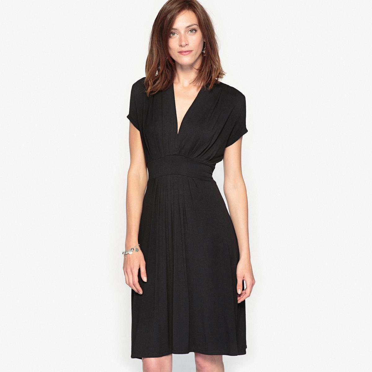 Платье расклешенное из мягкого трикотажаРасклешенное платье. Складки на V-образном вырезе и ниже пояса. Отрезное по талии. С поясом.Состав и описание :Материал : Трикотаж джерси 95% вискозы, 5% эластана  .Длина 95 см.Марка : Anne Weyburn.Уход :Машинная стирка при 30 °С с вещами схожих цветов.Гладить на низкой температуре.Барабанная сушка на умеренном режиме .<br><br>Цвет: черный