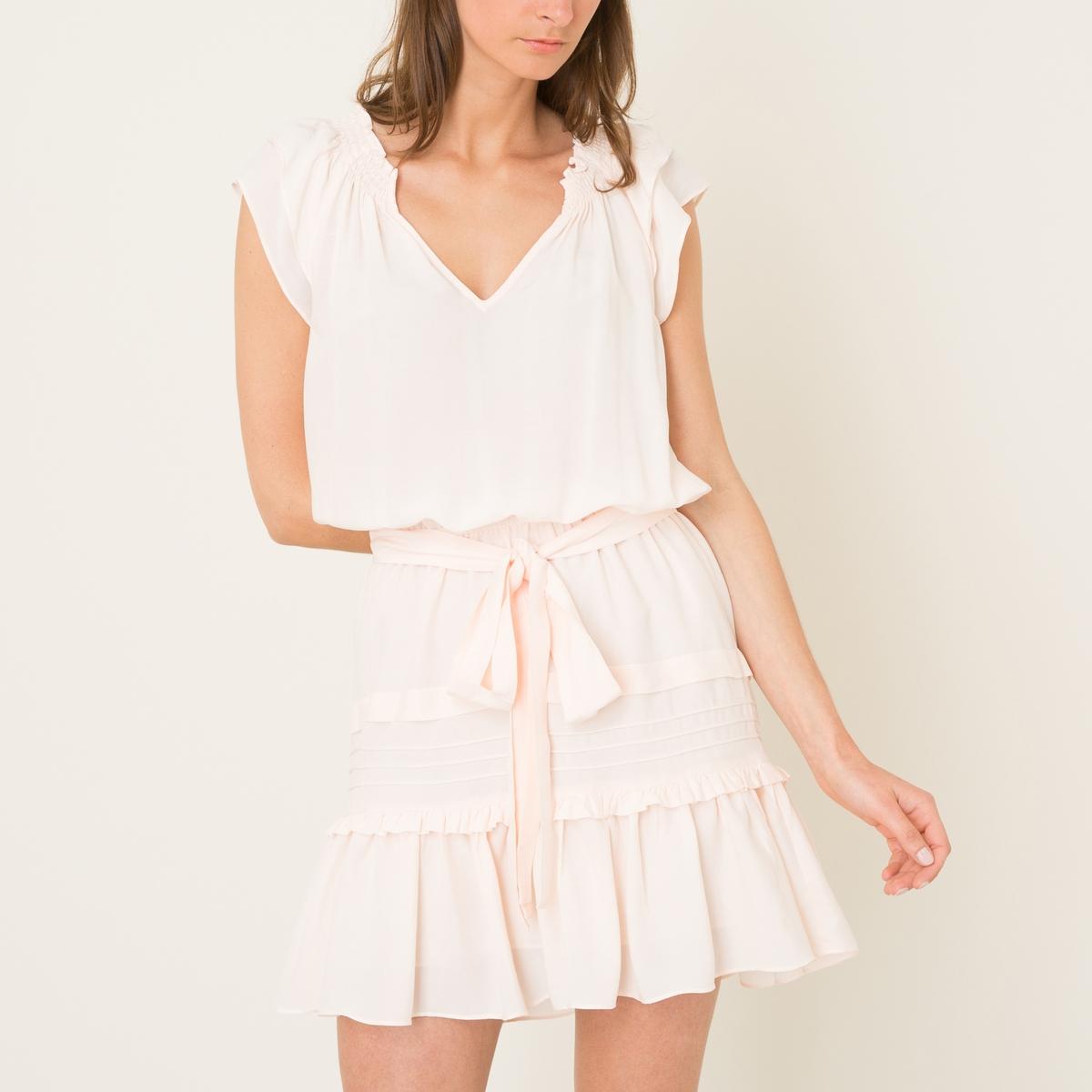 Платье LINIПлатье объемное BA&amp;SH - модель LINI из смесового шелка. V-образный вырез. Короткие рукава с воланами. Ремешок  с завязками и эластичный пояс . Сборки и воланы на юбке .Состав и описание    Материал : 60% вискозы, 40% шелка   Марка : BA&amp;SH<br><br>Цвет: телесный,черный
