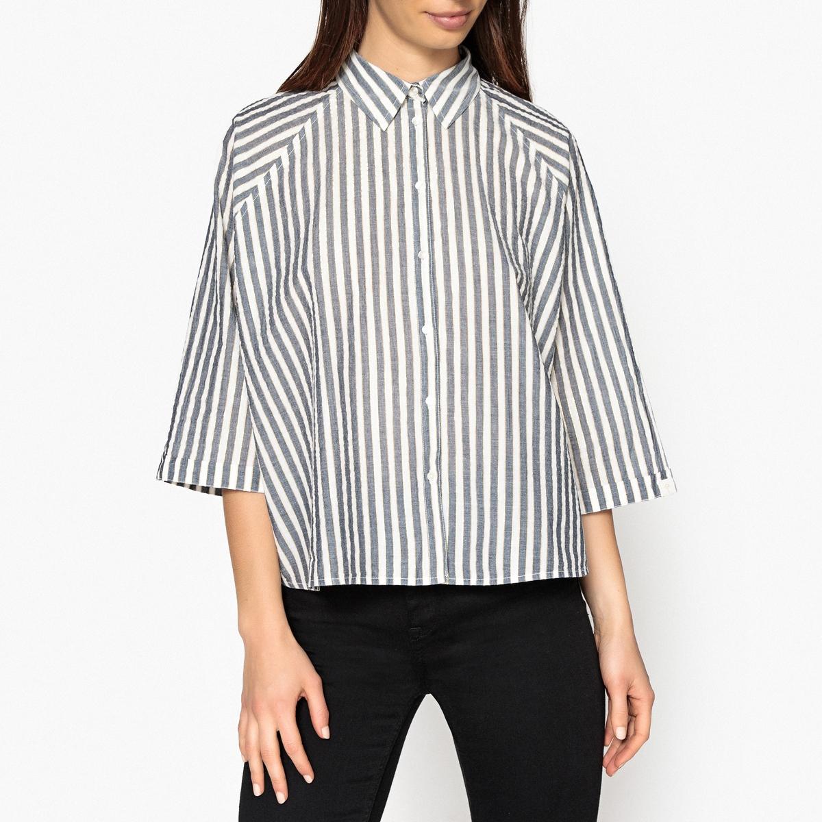 Рубашка широкая в полоскуОписание:Широкая рубашка в полоску с блестящими волокнами золотистого цвета MAISON SCOTCH. Застежка на пуговицы спереди, воротник со свободными уголками. Рукава с отворотами, проймы реглан.Детали •  Короткие рукава •  Прямой покрой •  Рубашечный воротник-полоСостав и уход •  97% хлопка, 3% волокон с металлическим блеском •  Следуйте рекомендациям по уходу, указанным на этикетке изделия •  Длина : ок. 57 см. для размера S<br><br>Цвет: синий/ белый