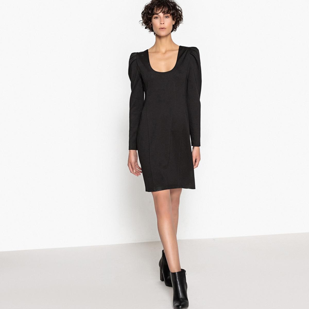 Платье облегающее с глубоким вырезом сзади и длинными рукавами