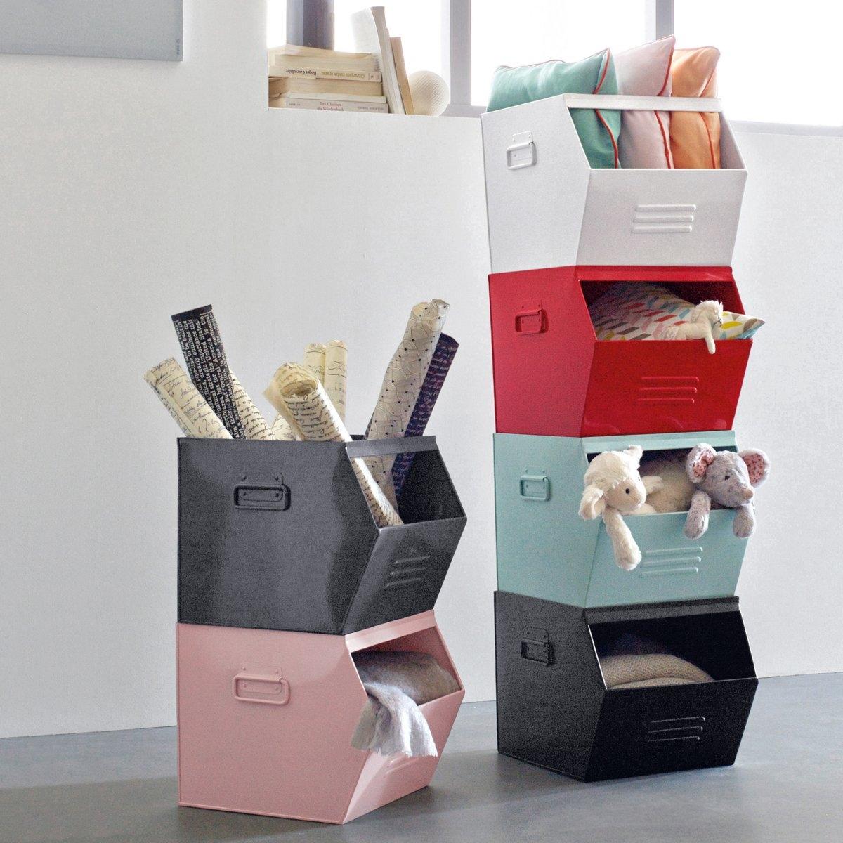 Ящик из гальванизированного металла, HibaДетская или комната подростка, прихожая, встроенные шкафы…Ящик из гальванизированного металла Hiba можно наполнить, чем угодно  : Позволяет легко и практично разместить вещи в духе современных тенденций .Для версии серый металлик, эффект старины делает каждое изделие уникальным . Неоднородность, которая может проявиться, подчеркивает аутентичность изделия .  Описание ящика Hiba Ручки сбоку .Отделение для этикеток сбоку .Характеристики ящика HibaГальванизированный металл, покрытый эпоксидной краской .Ящик Hiba поставляется в собранном виде .Найдите другую мебель и модели из коллекции Hiba на нашем сайте ..Размеры ящика HibaШирина : 36 смВысота : 30 смГлубина : 33 см.<br><br>Цвет: белый,красный,черный<br>Размер: единый размер