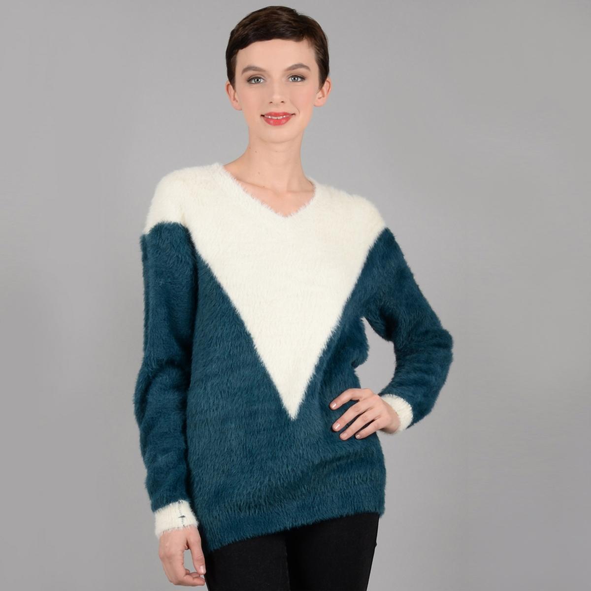 купить Пуловер с V-образным вырезом из тонкого трикотажа по цене 4449 рублей