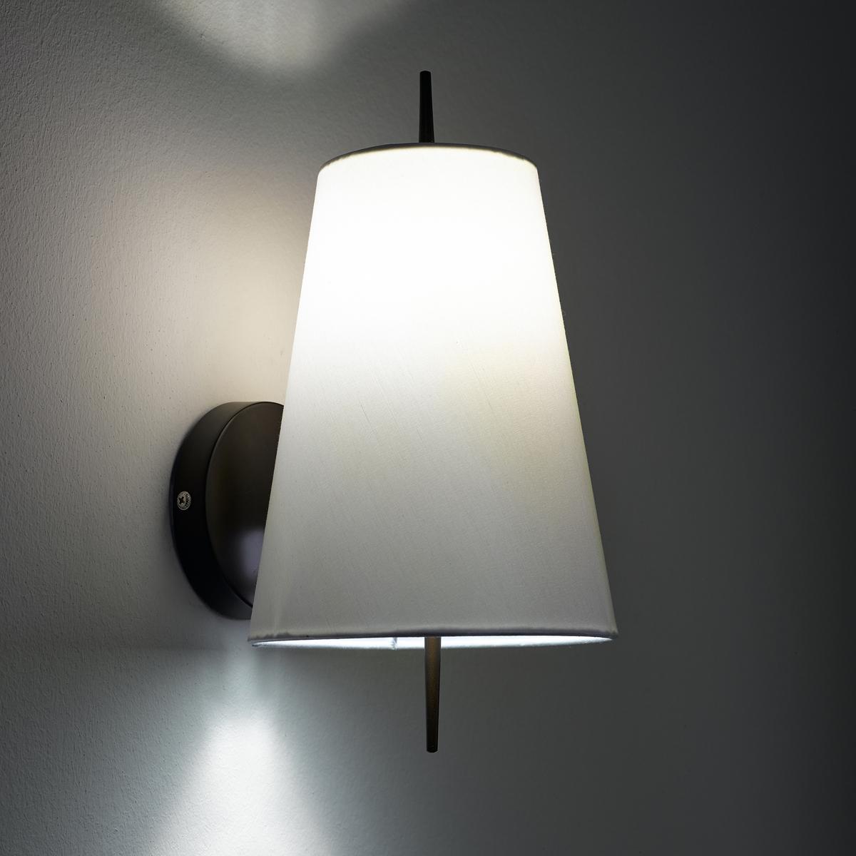Бра JouanicoХарактеристики : - Из металла с покрытием эпоксидной краской бронзового цвета с эффектом старения- Абажур из хлопка- Патрон E14 для компактной лампы макс. 8 Вт (продается отдельно)- Совместим с лампами класса энергопотребления  AРазмеры : - Ш.16,8 x В.22 x Г.16,8 см- Абажур : Ш.16,8 x В.22 x Г.6,8 см<br><br>Цвет: белый