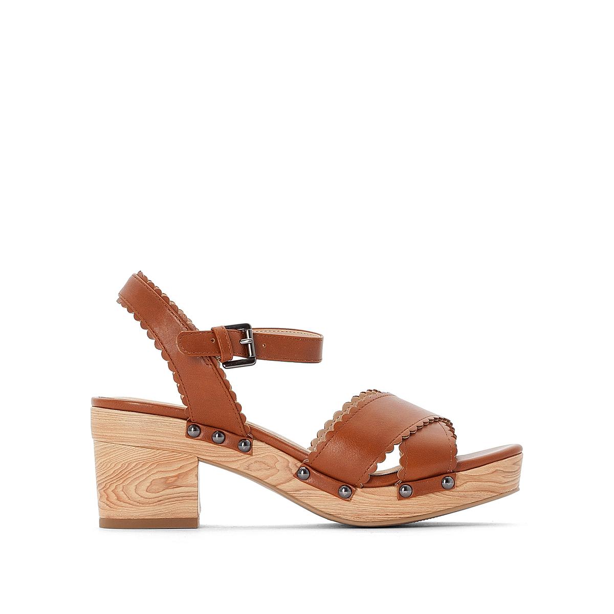 Sandálias com tacão largo e plataforma